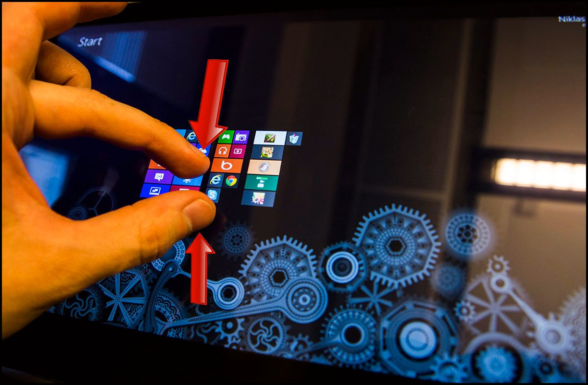 Klyp fingrene sammen for å se <em>hele</em> startskjermen, og alle applikasjonene du har lagt der.Foto: Hardware.no
