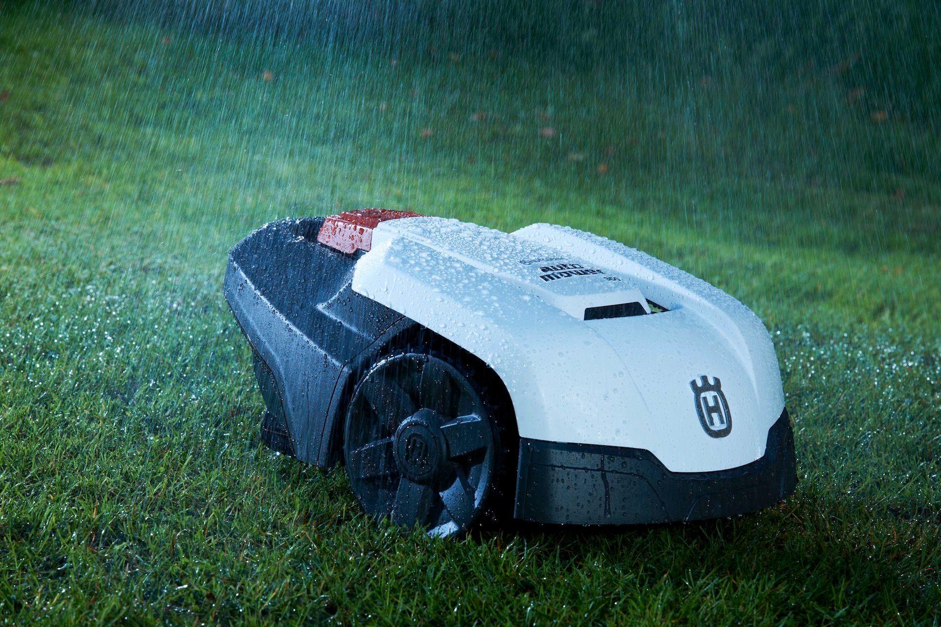 De fleste maskinene tåler et regnskyll, men liker oftest dårlig å bli spylet på undersiden.