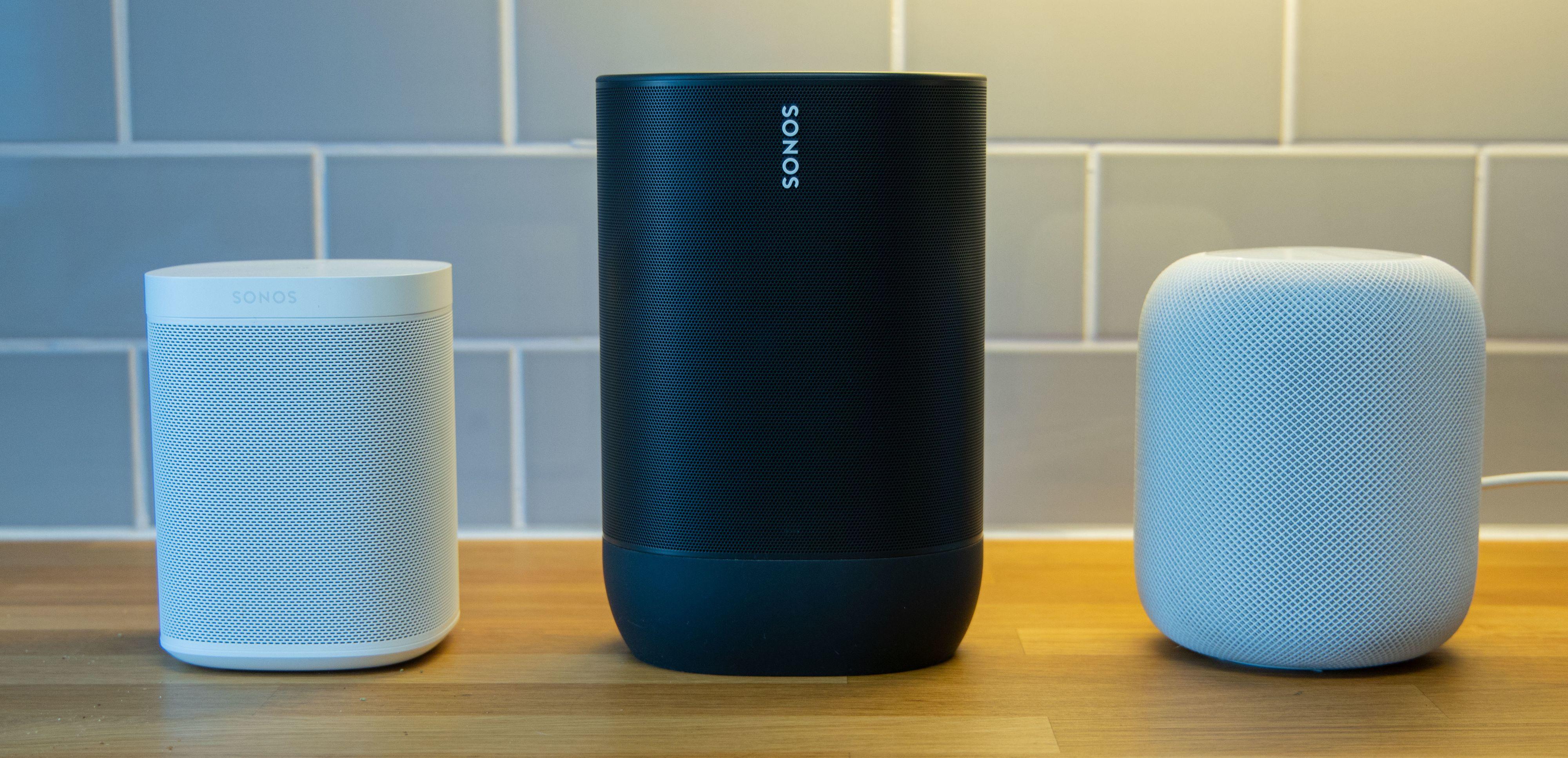 Sonos Move er mye større enn både Sonos One (venstre) og Apple HomePod (høyre)