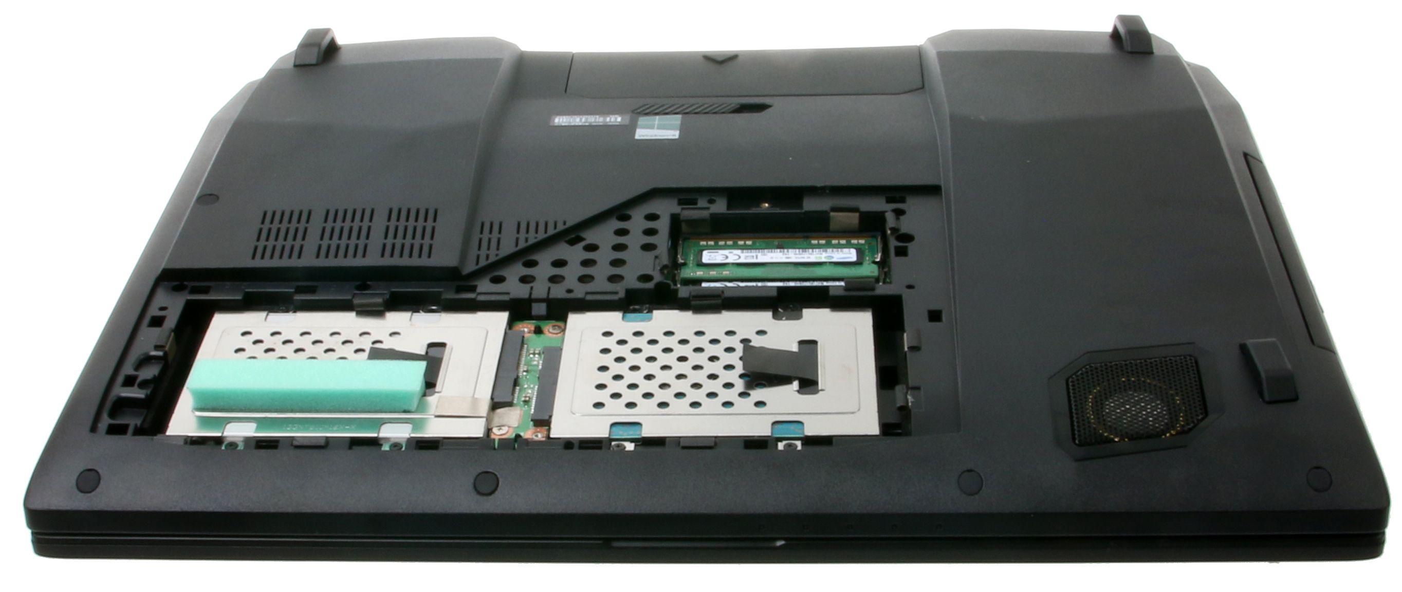 Bytt en av de to SSD-ene, snurredisken eller sett inn mer minne i de to minnesporene.Foto: Anders Brattensborg Smedsrud, Hardware.no
