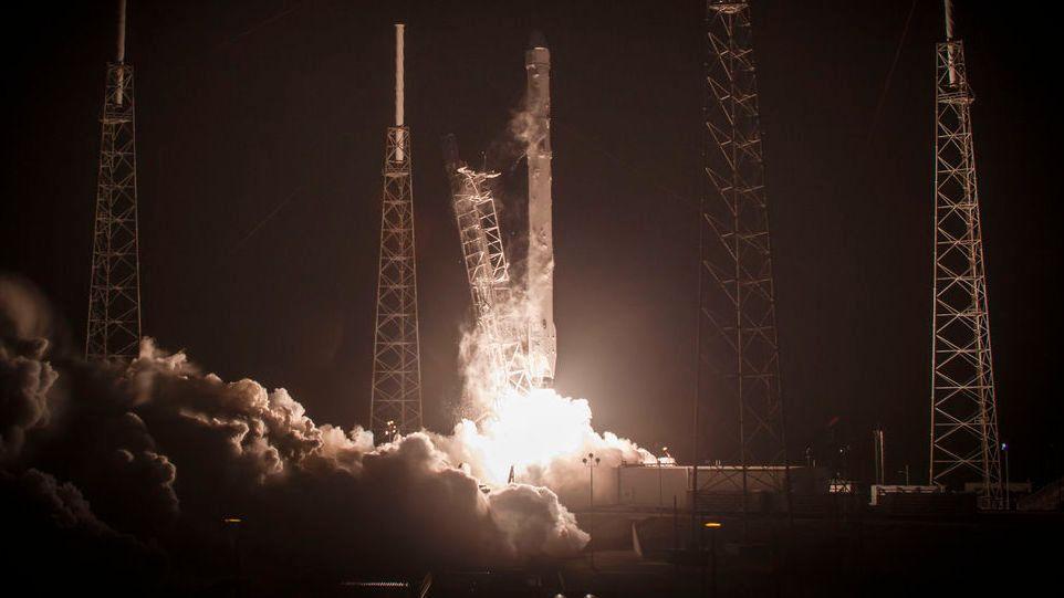 For første gang skal SpaceX forsøke å lande på fast grunn