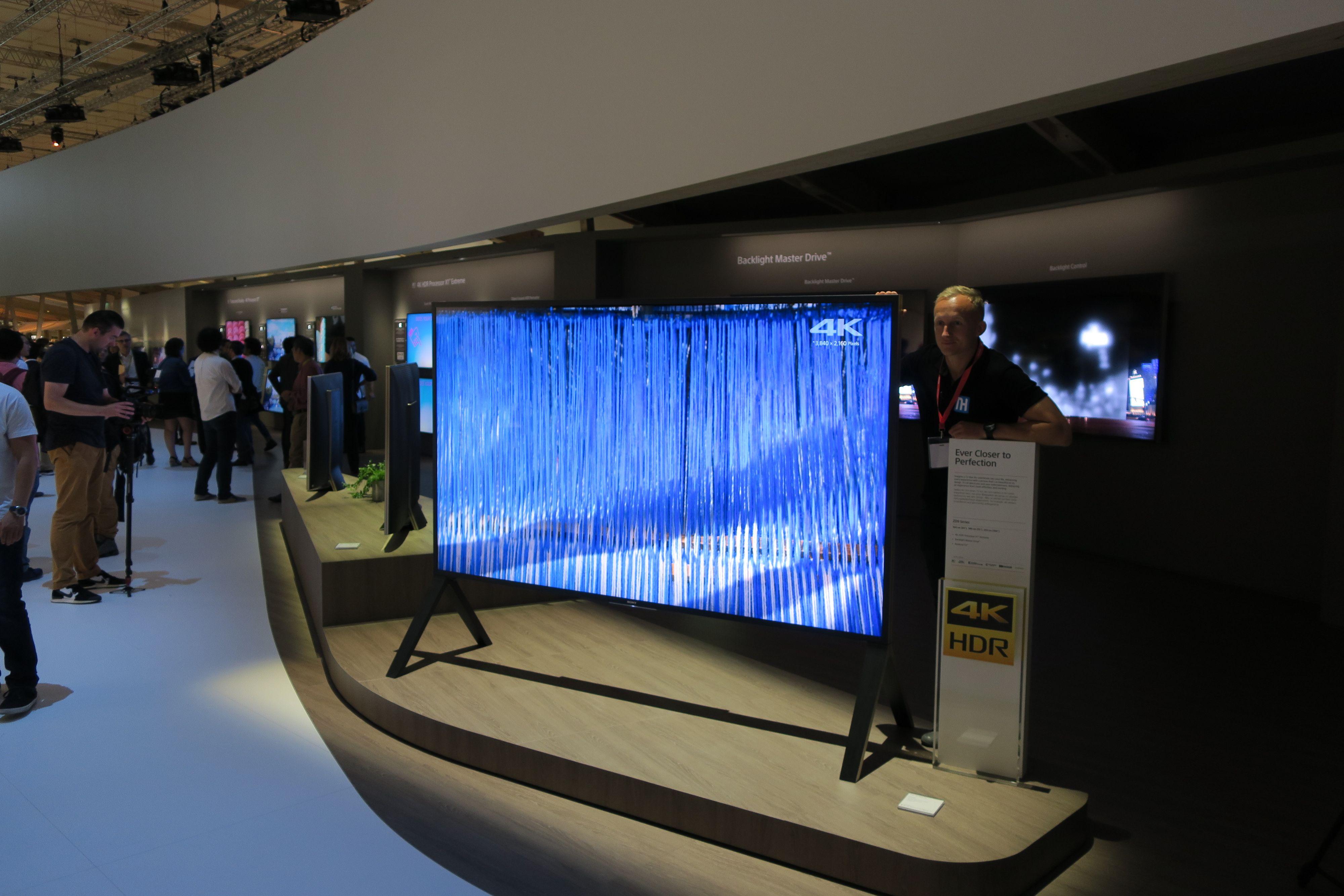 Sony satser videre på LCD. Her er den gigantiske, 100-tommers utgaven av den nye toppmodellen til selskapet.
