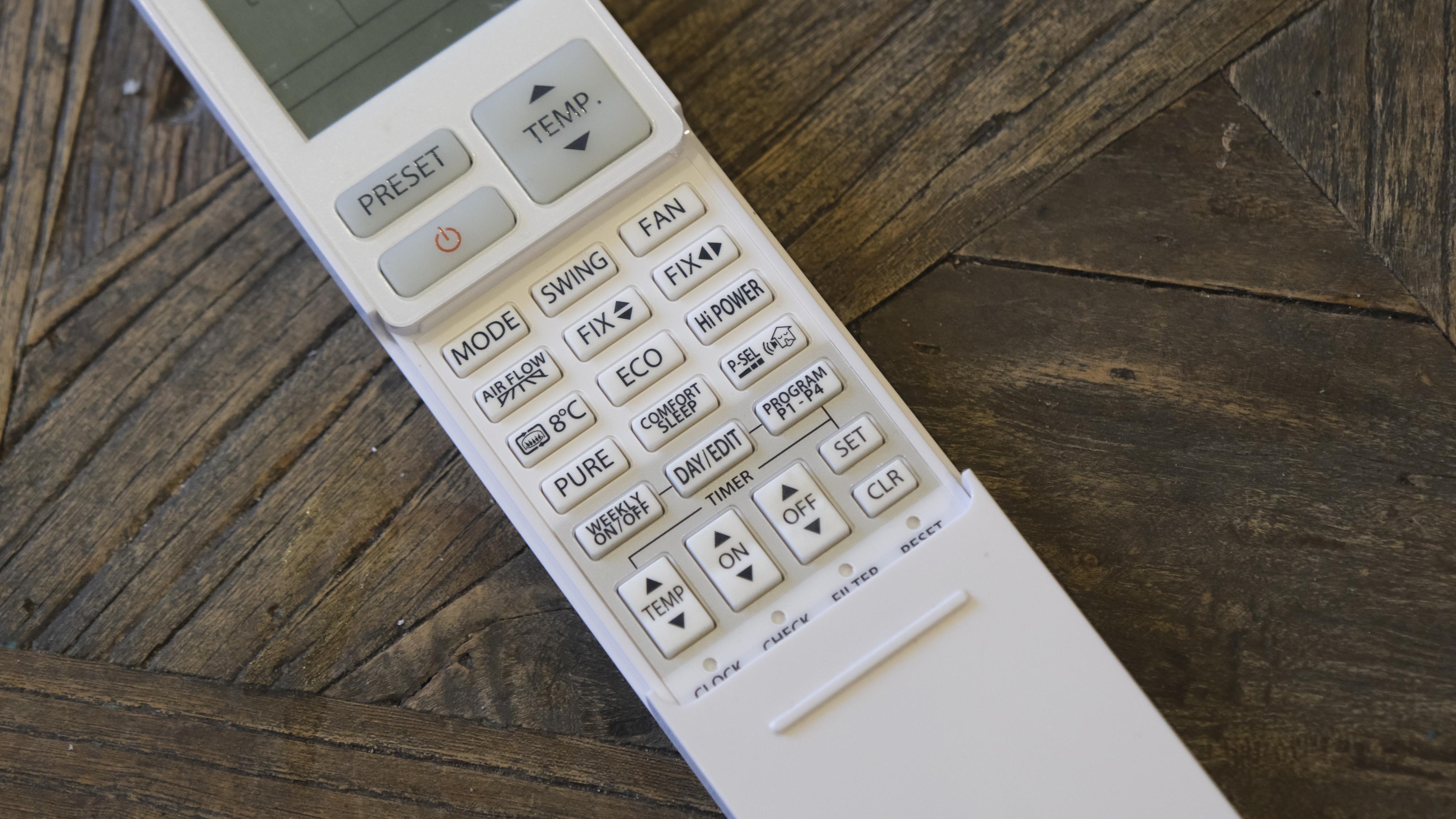 På kontrollen din kan du ofte programmere senking av temperaturen når du ikke er hjemme eller sover.
