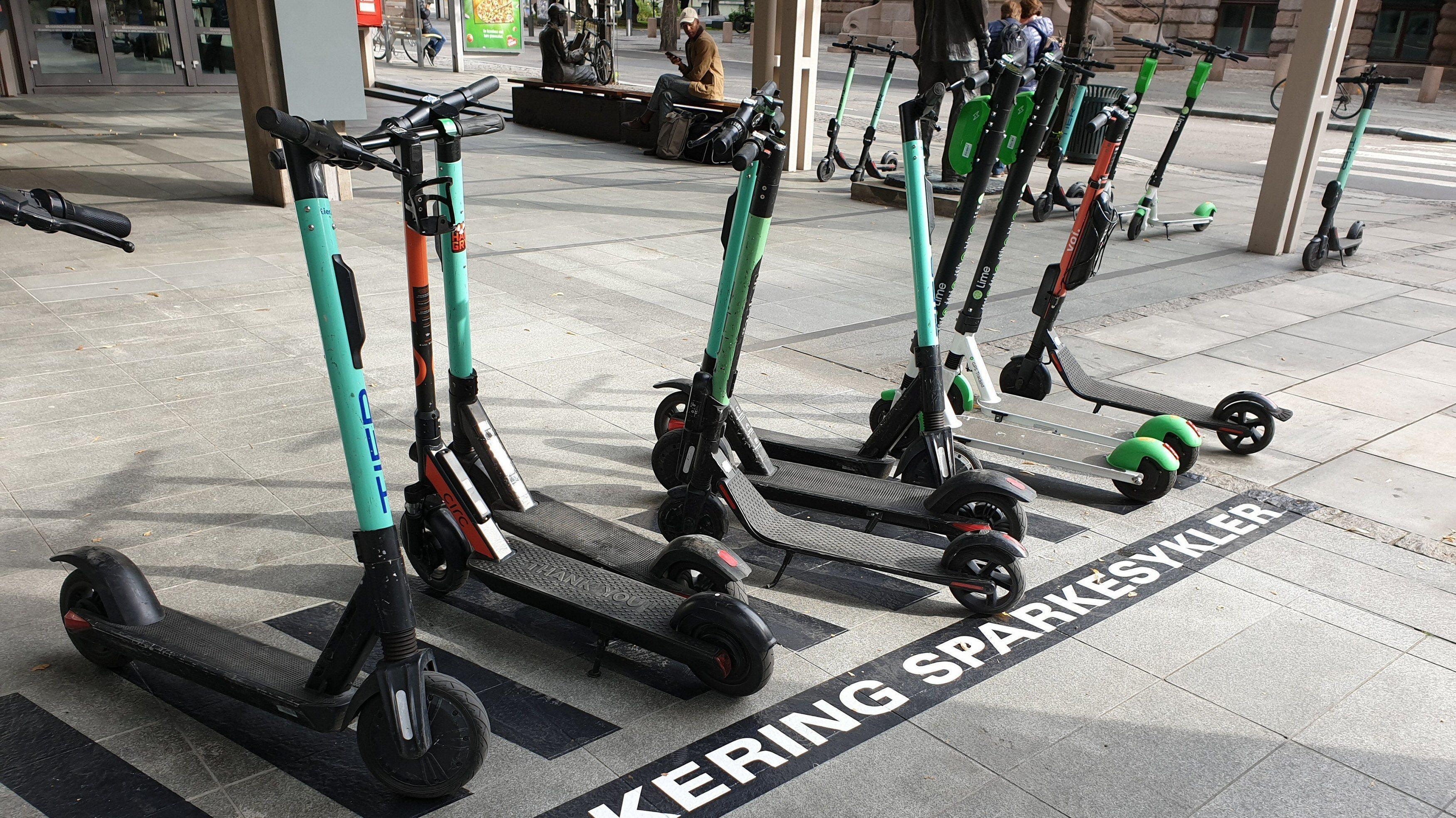 Hver fjerde nordmann vil ha forbud mot elsparkesykler