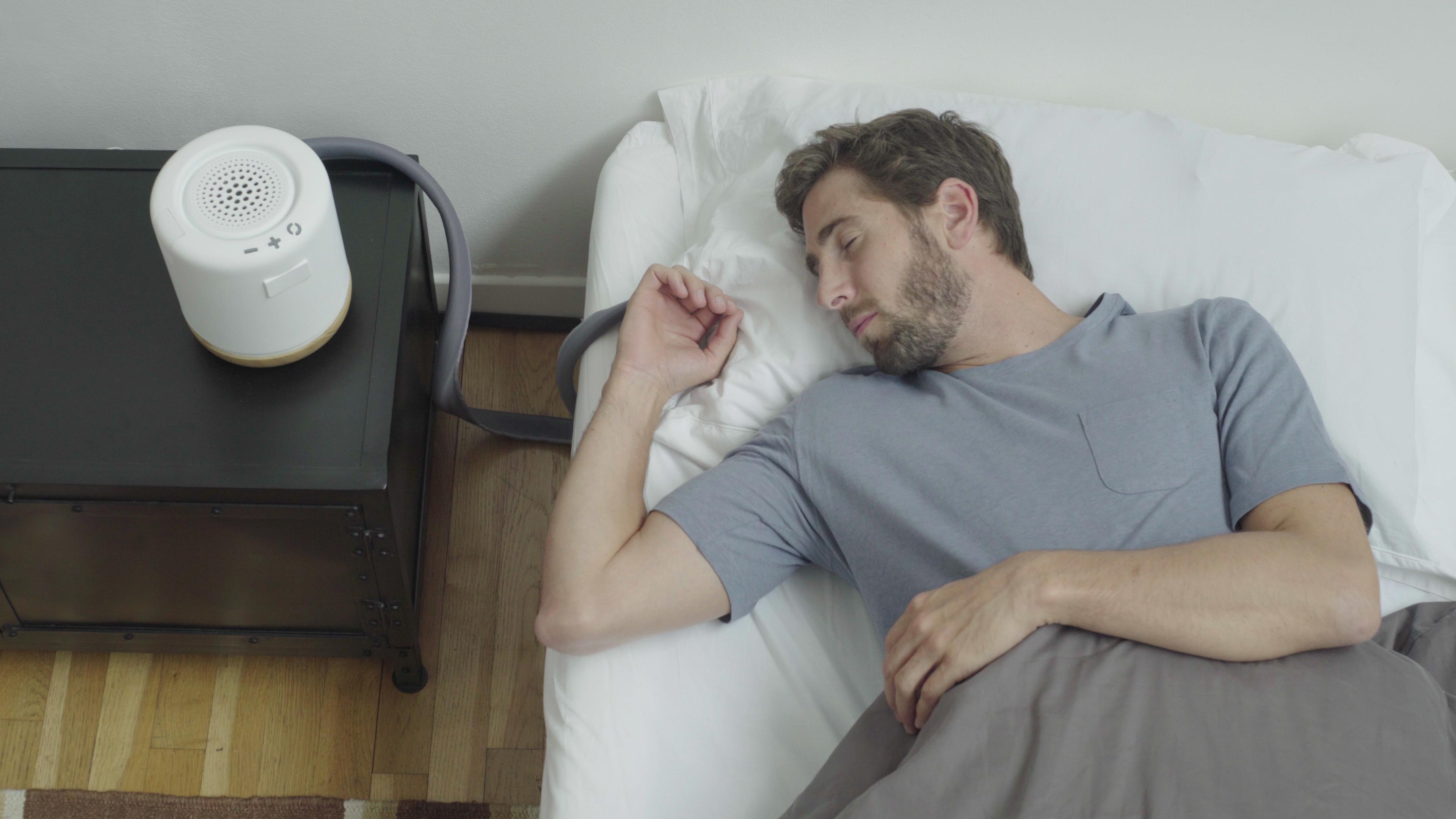 Slik skal denne smarte puten gjøre søvnen din mye bedre