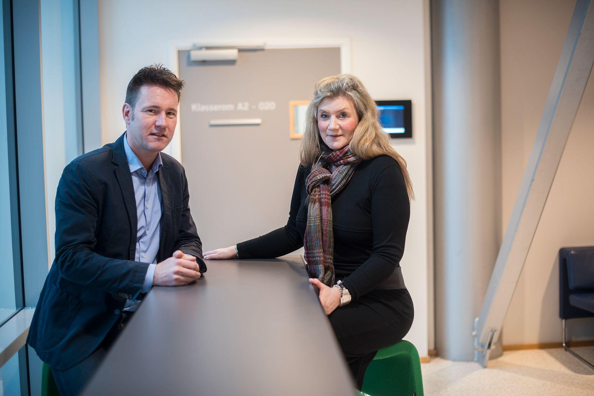 Førsteamanuensis Hallvard Føllesdal og høyskolelektor Kathrine Johannesen ved institutt for ledelse og organisasjon på BI.