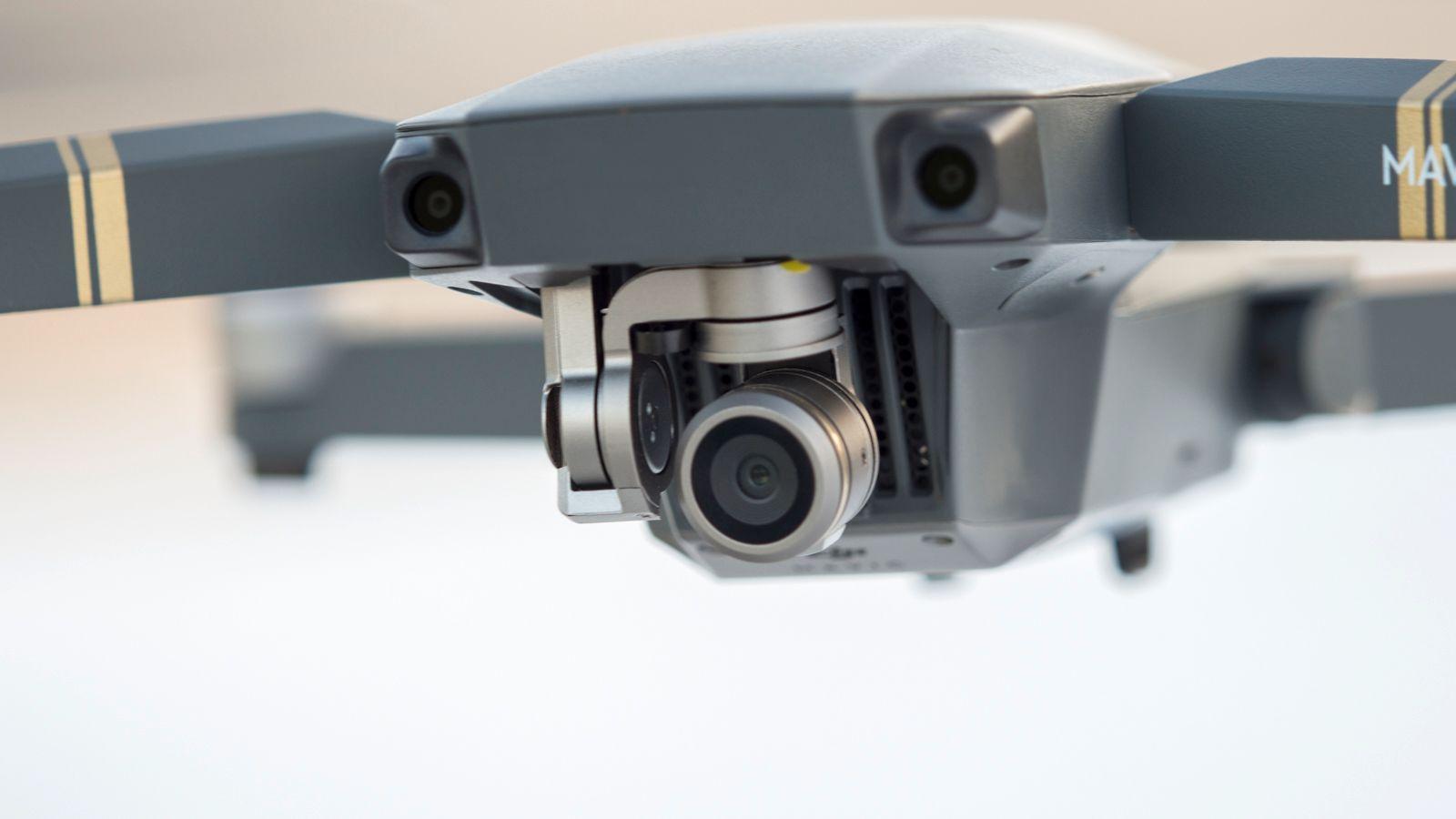 Det er et lite kamera, men så er det jo også en liten drone.