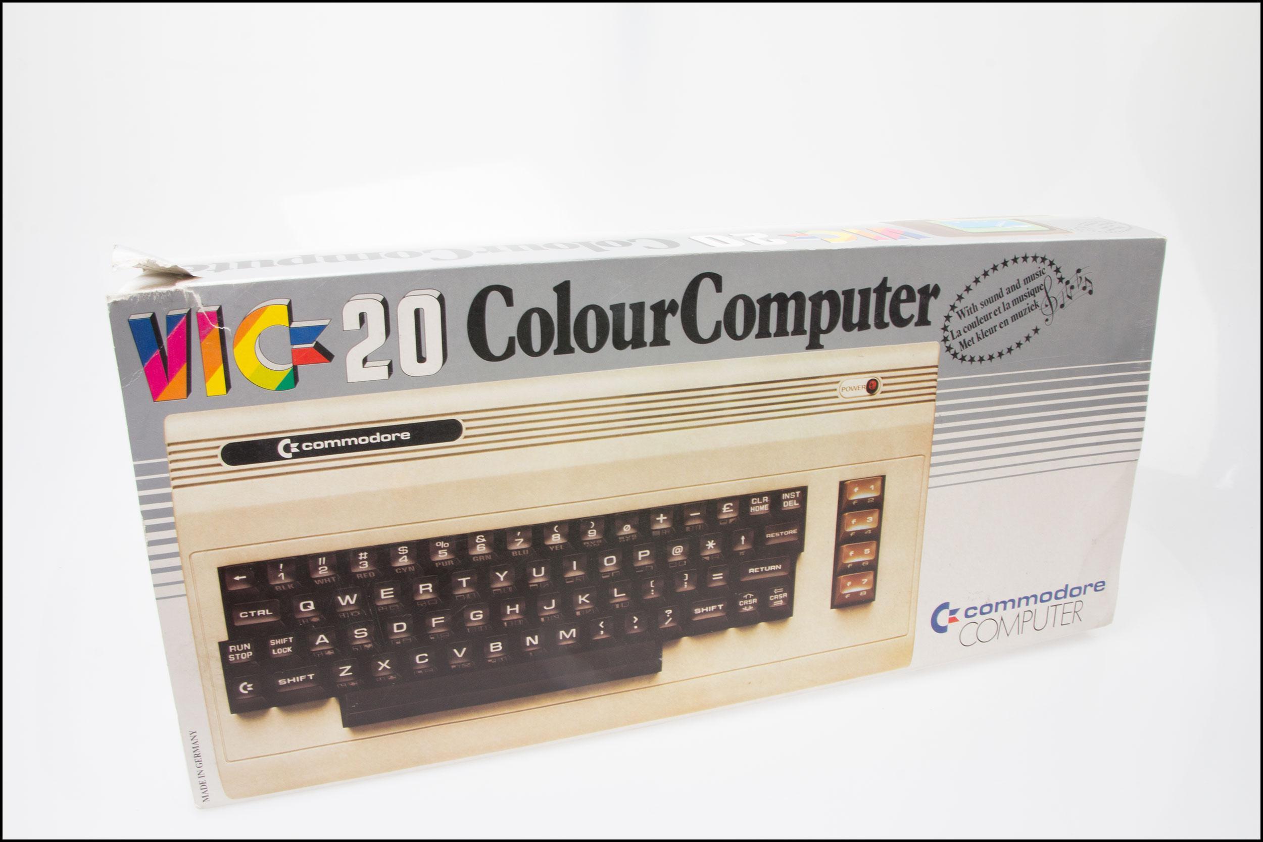 Produktesken til VIC 20.Foto: Jørgen Elton Nilsen, Hardware.no