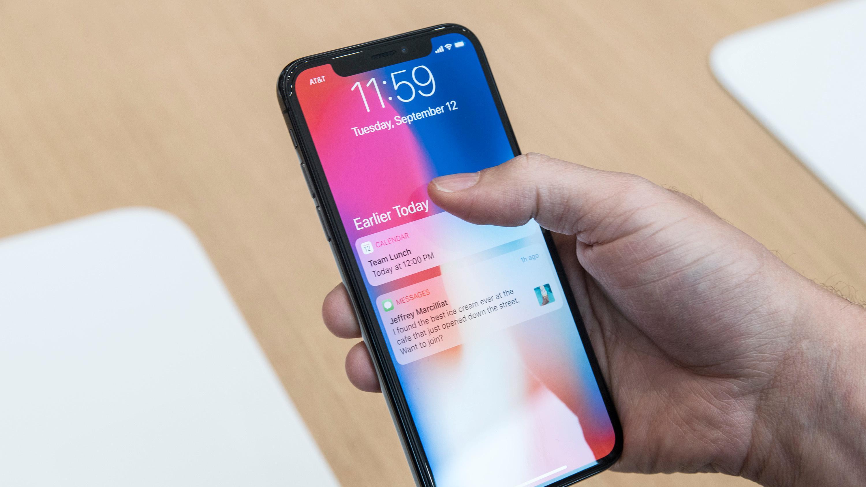 iPhone X er både lekker og smekker, men koster så mye at enkelte vurderer å kjøpe den i utlandet. Det lønner seg ikke alltid, viser våre utregninger.