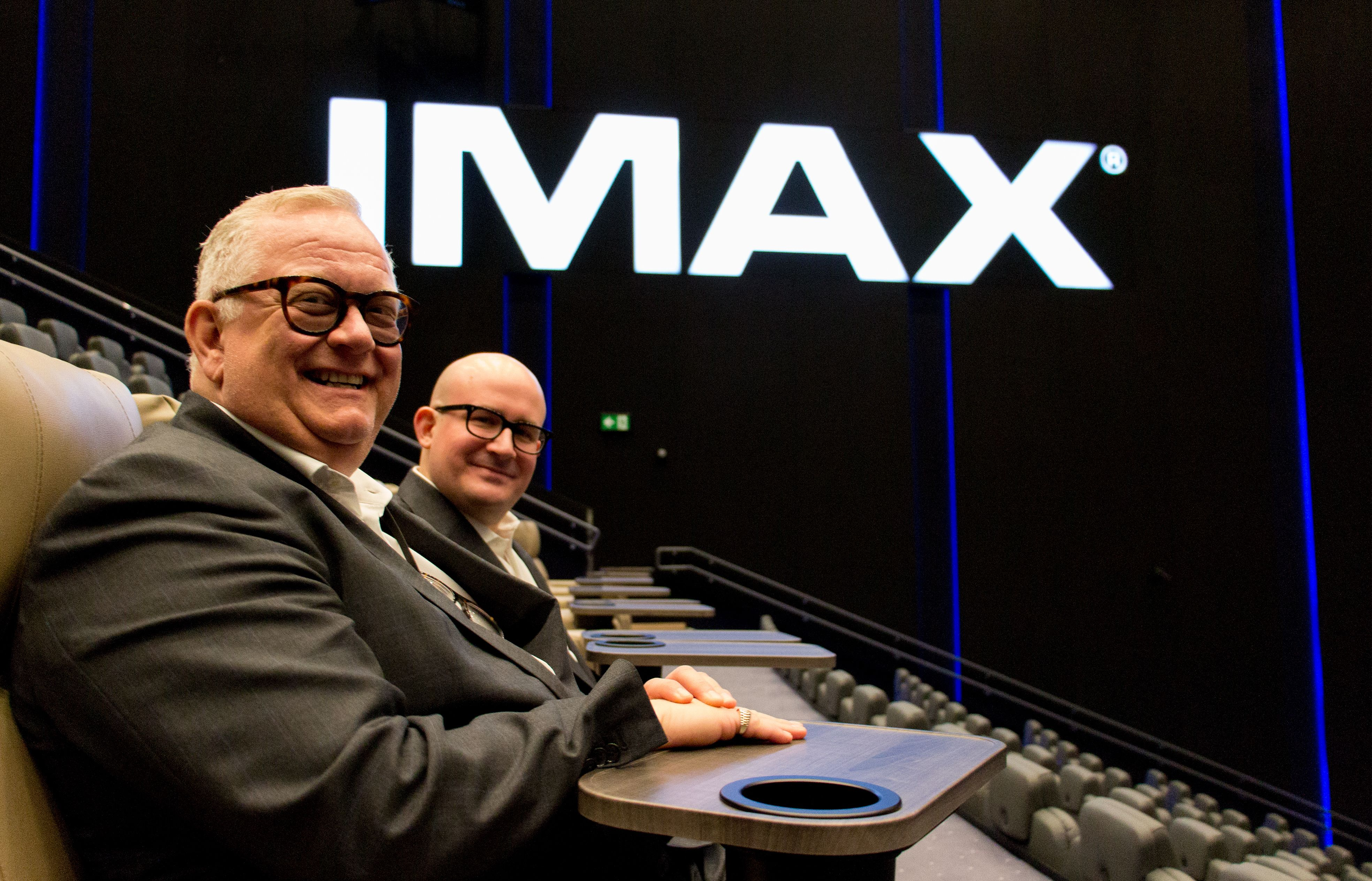 Administrerende direktør for Odeon Kino, Ivar Halstvedt, er fornøyd med både bilde og lyd. Det er også Giovanni Dolci, administrerende direktør i IMAX Europa, som hadde tatt turen til Oslo for å overvære IMAX-premieren.