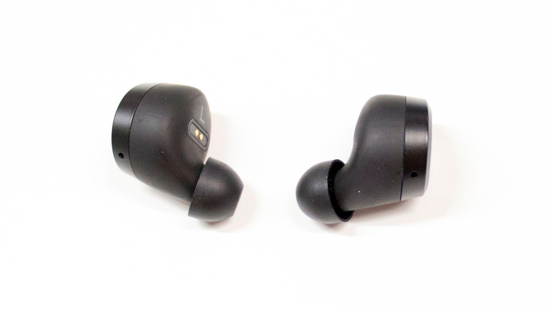 Kun disse to proppene er alt du trenger for å få lyd helt trådløst fra mobilen din.