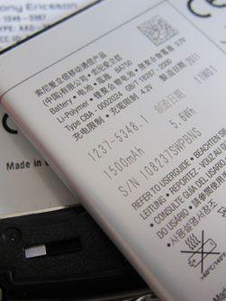 Batteriet på 1500 mAh tappes fort om du er en aktiv bruker. Bruker du telefonen lite kan det holde i flere dager.