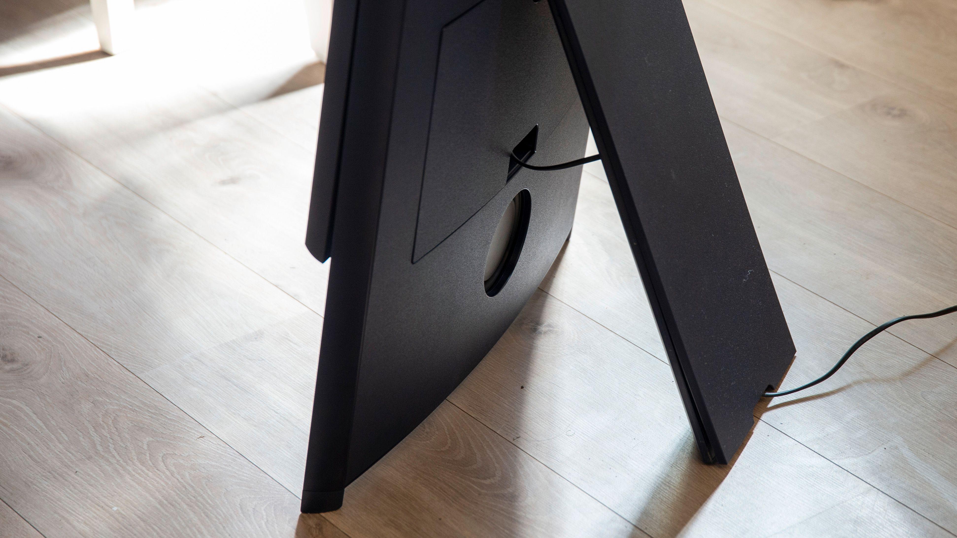The Sero er bygget for å stå på gulvet. I tillegg kan du kjøpe hjul slik at den kan trilles rundt.