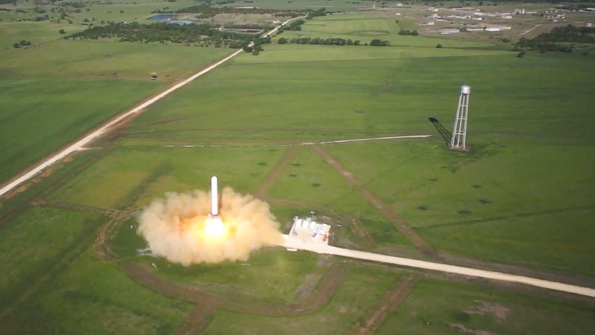 Se raketten lette og lande vertikalt