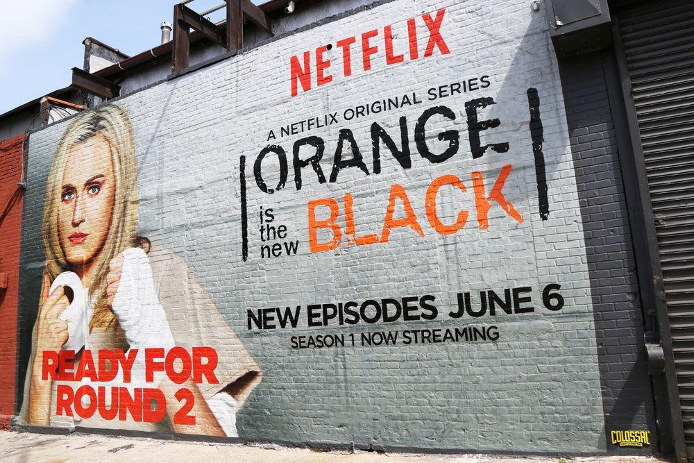 Netflix har laget eget innhold lenge. Her en reklameplakat for serien «Orange is the new Black».