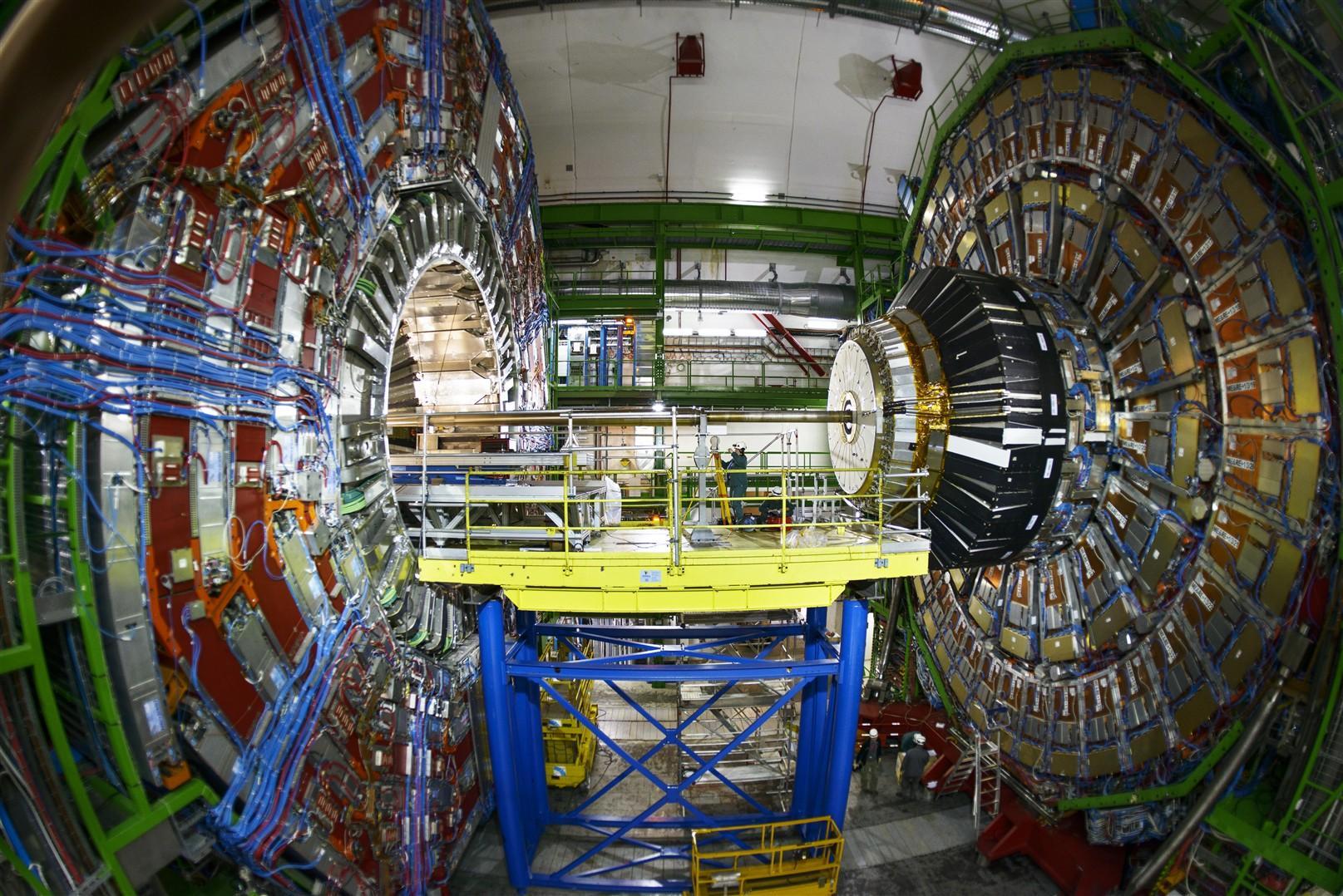 Verdens største partikkelakslelerator «Large Hadron Collider» har et nytt og historisk funn. Foto: Cern