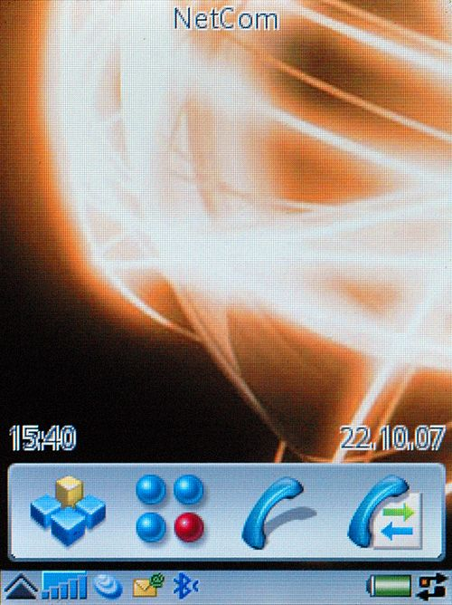 Slik ser UIQ-telefonen Sony Ericsson P990i ut i hvilemodus.