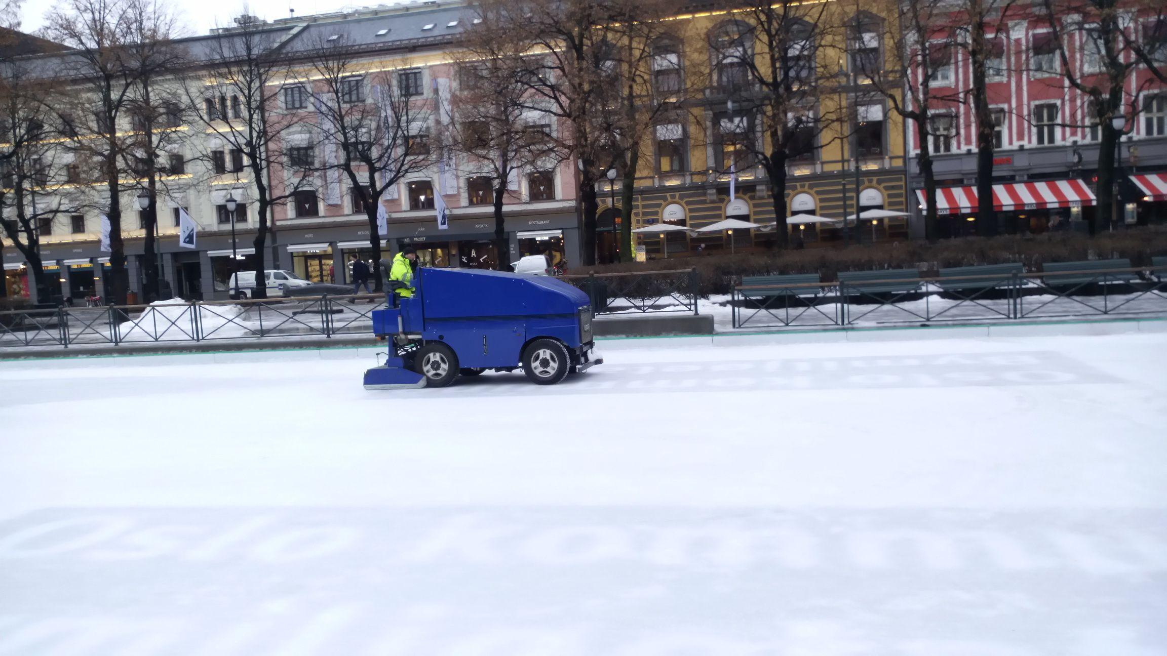 Isen holdes i sjakk, midt i Oslo-sentrum. Foto: Ole Henrik Johansen / Tek.no