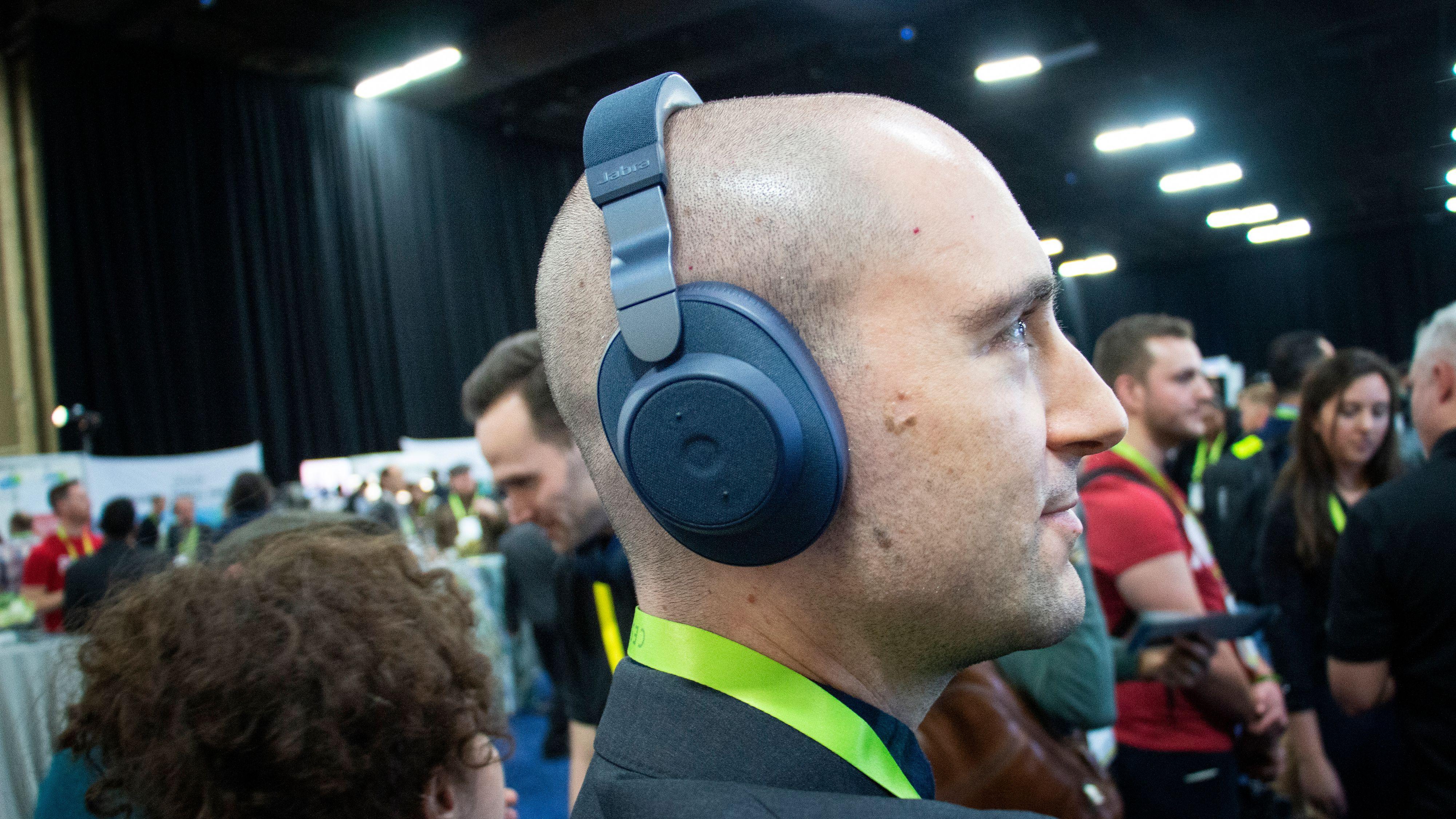 Jabra tar opp kampen med Sony og Bose: Lanserer nye støydempende hodetelefoner