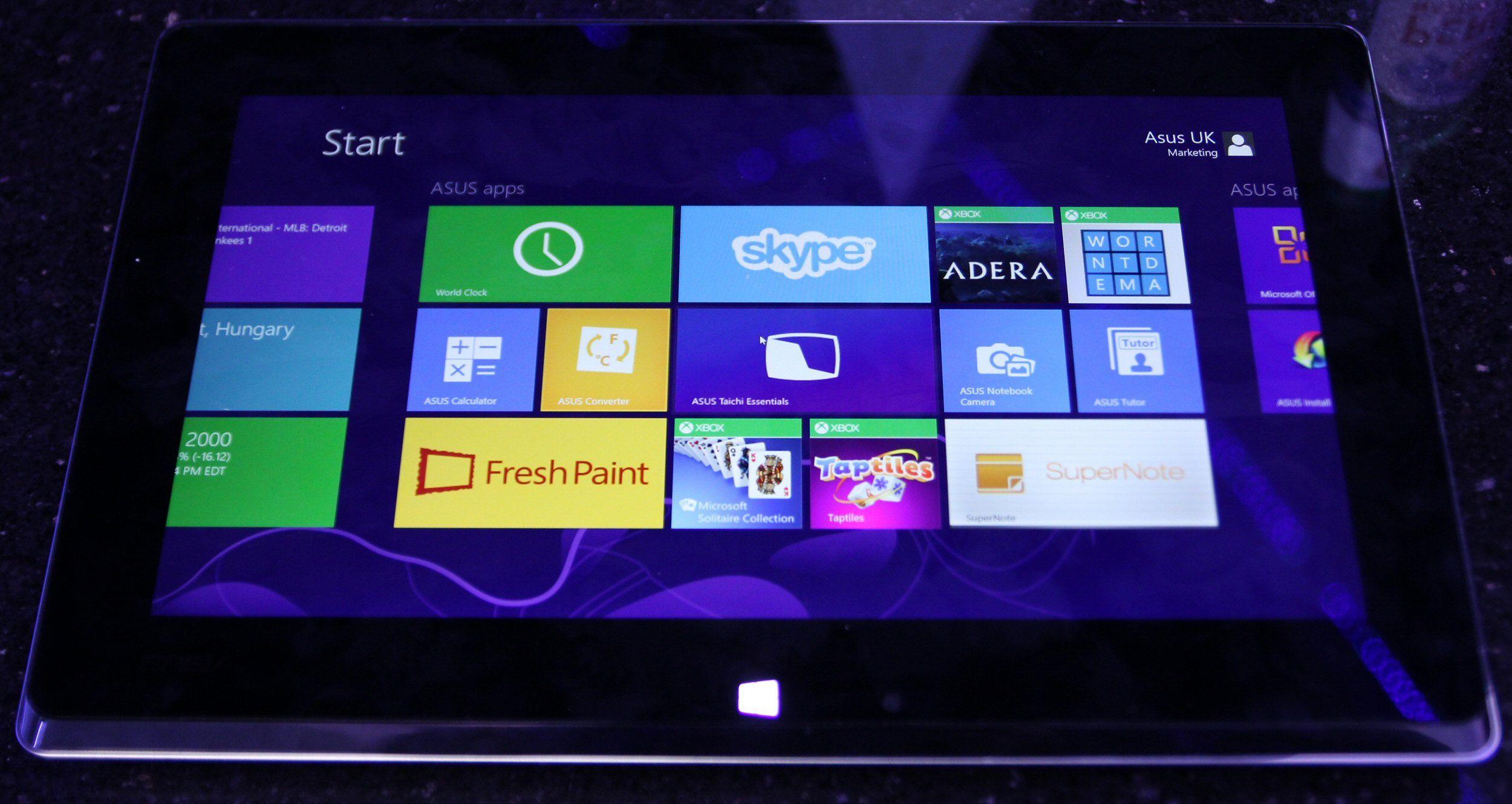 Gorillaglass dekker den utvendige skjermen.Foto: Vegar Jansen, Hardware.no