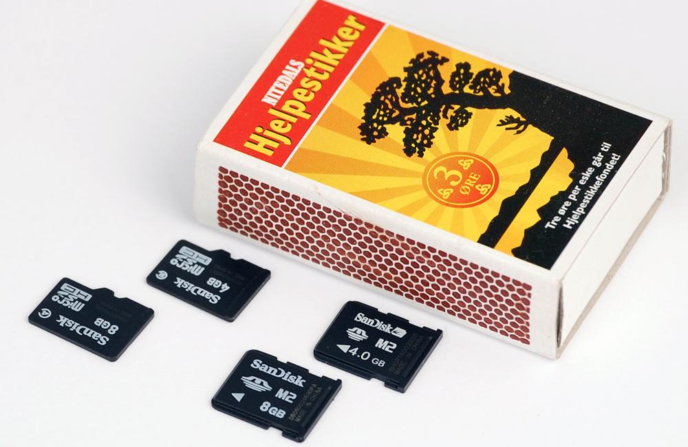 Vi testet alle telefonene med minnekort på 4 og 8 GB.