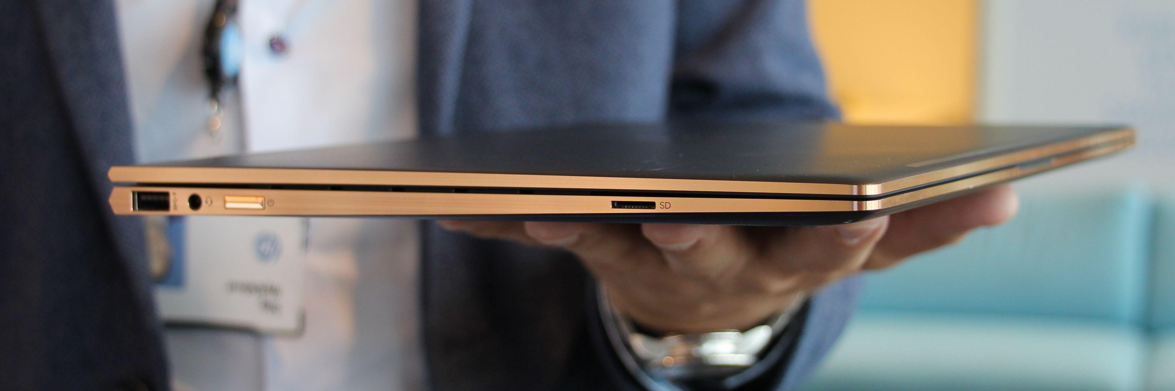 Spectre x360 har en vanlig USB-port i tillegg til to moderne USB Type-C-porter.