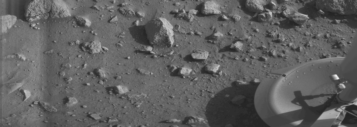 Viking 1 tok det første klare bildet fra Mars-overflaten den 20. juli 1970. Foto: NASA