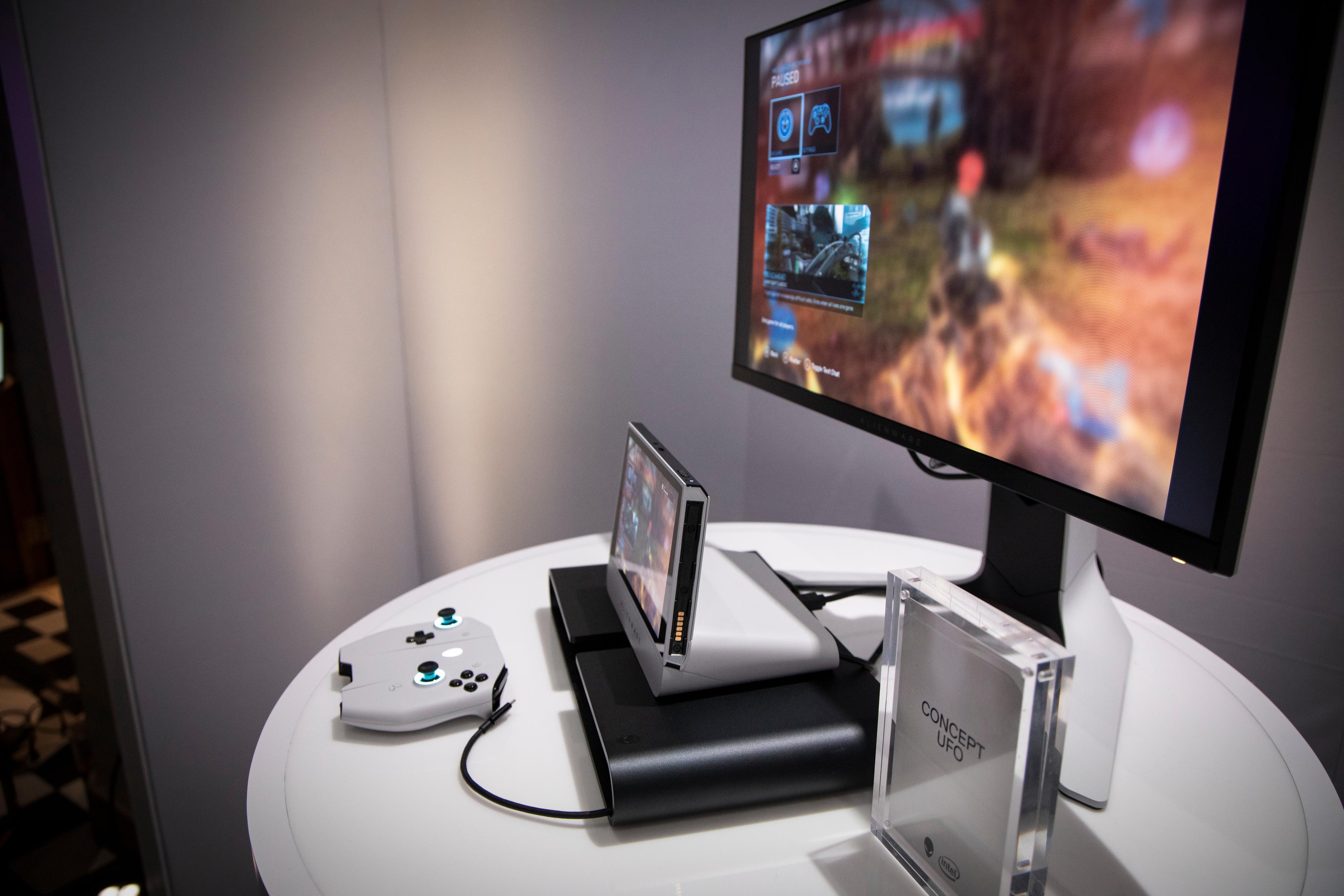 En dockingstasjon hører til, slik at du kan spille på en ordentlig skjerm eller TV.