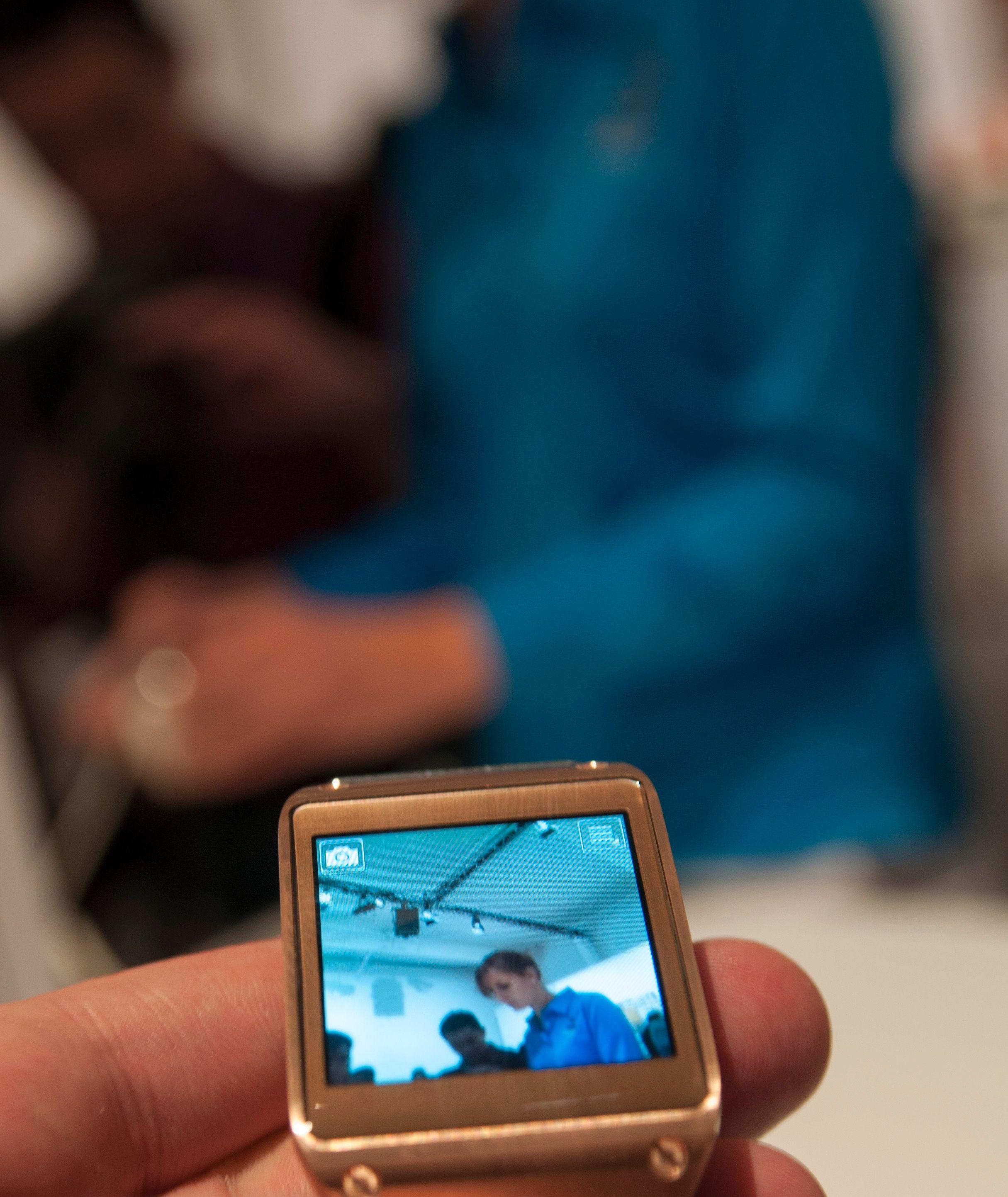 Samsung Galaxy Gear har innebygget kamera, en rekke funksjoner og tar seg pent ut.Foto: Finn Jarle Kvalheim, Amobil.no