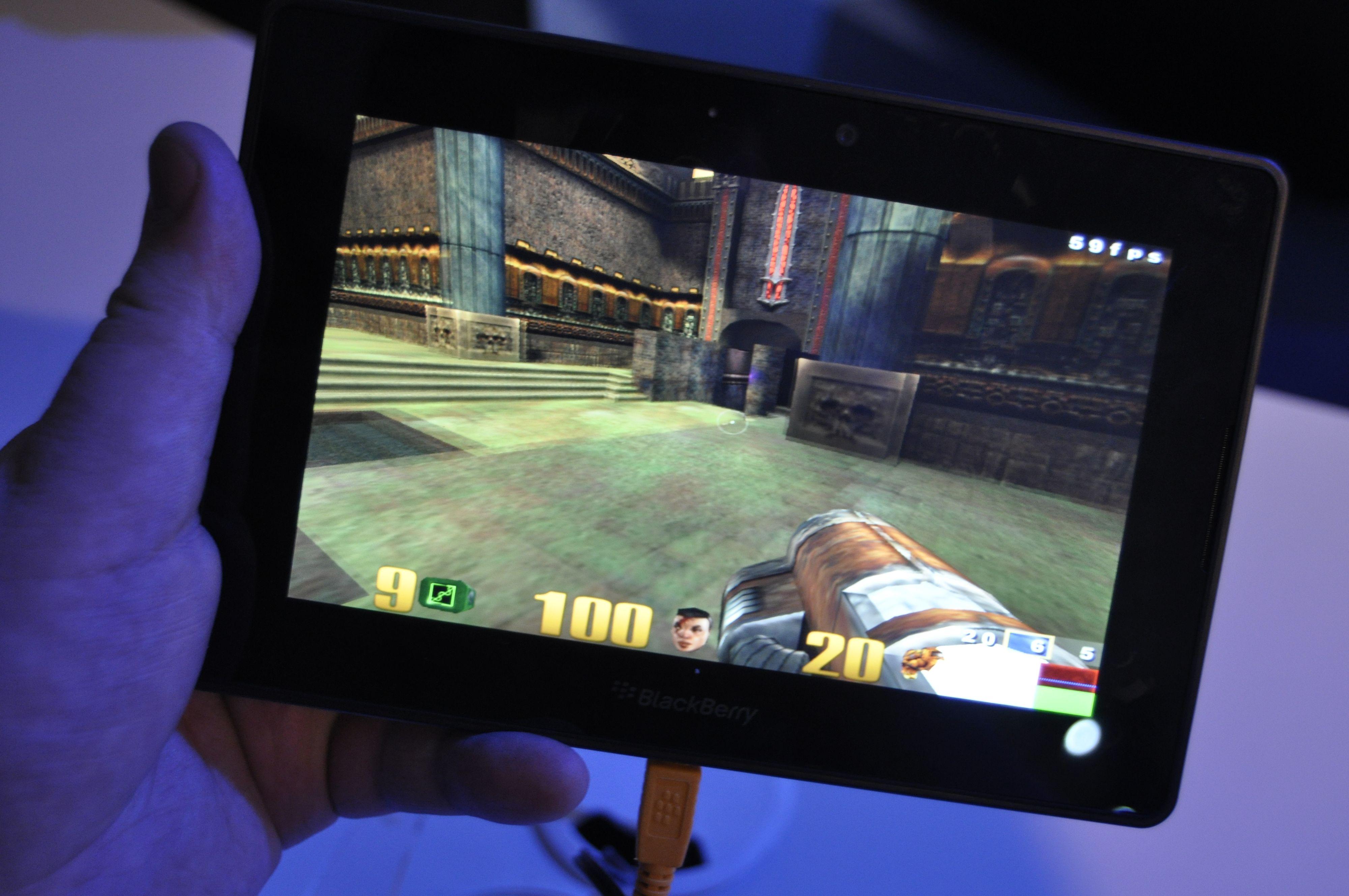 BlackBerry PlayBook kjører Quake-demo.