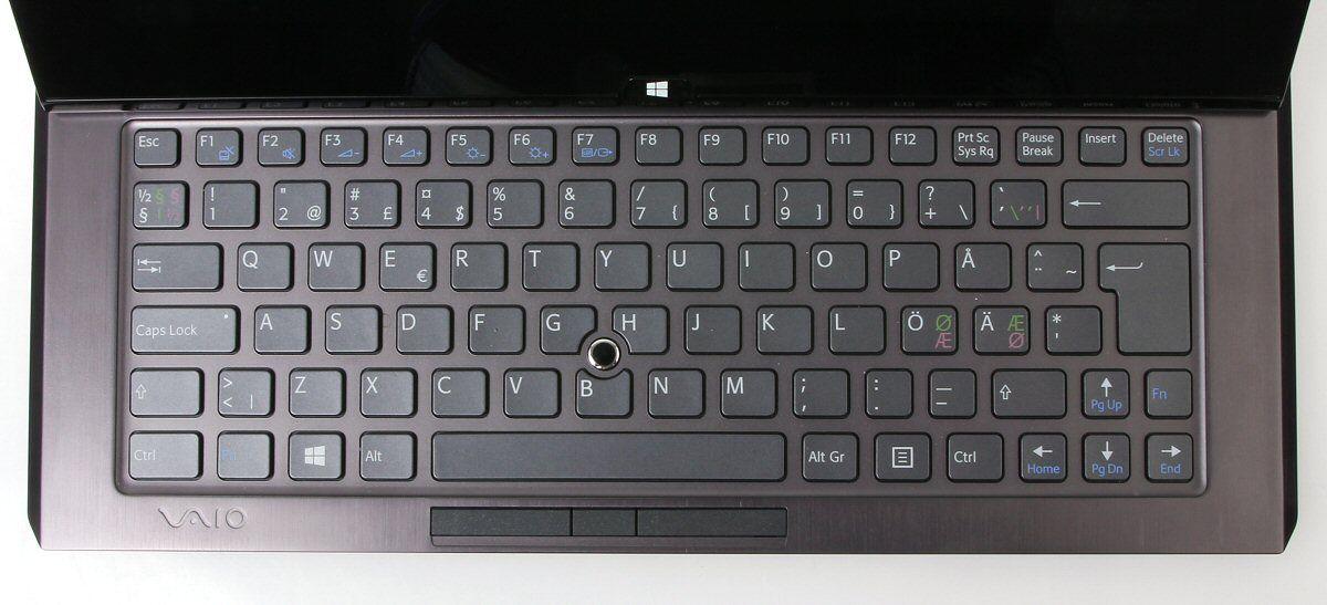 Det er ikke spesielt god plass til tastaturet på Vaio Duo 11.Foto: Vegar Jansen, Hardware.no