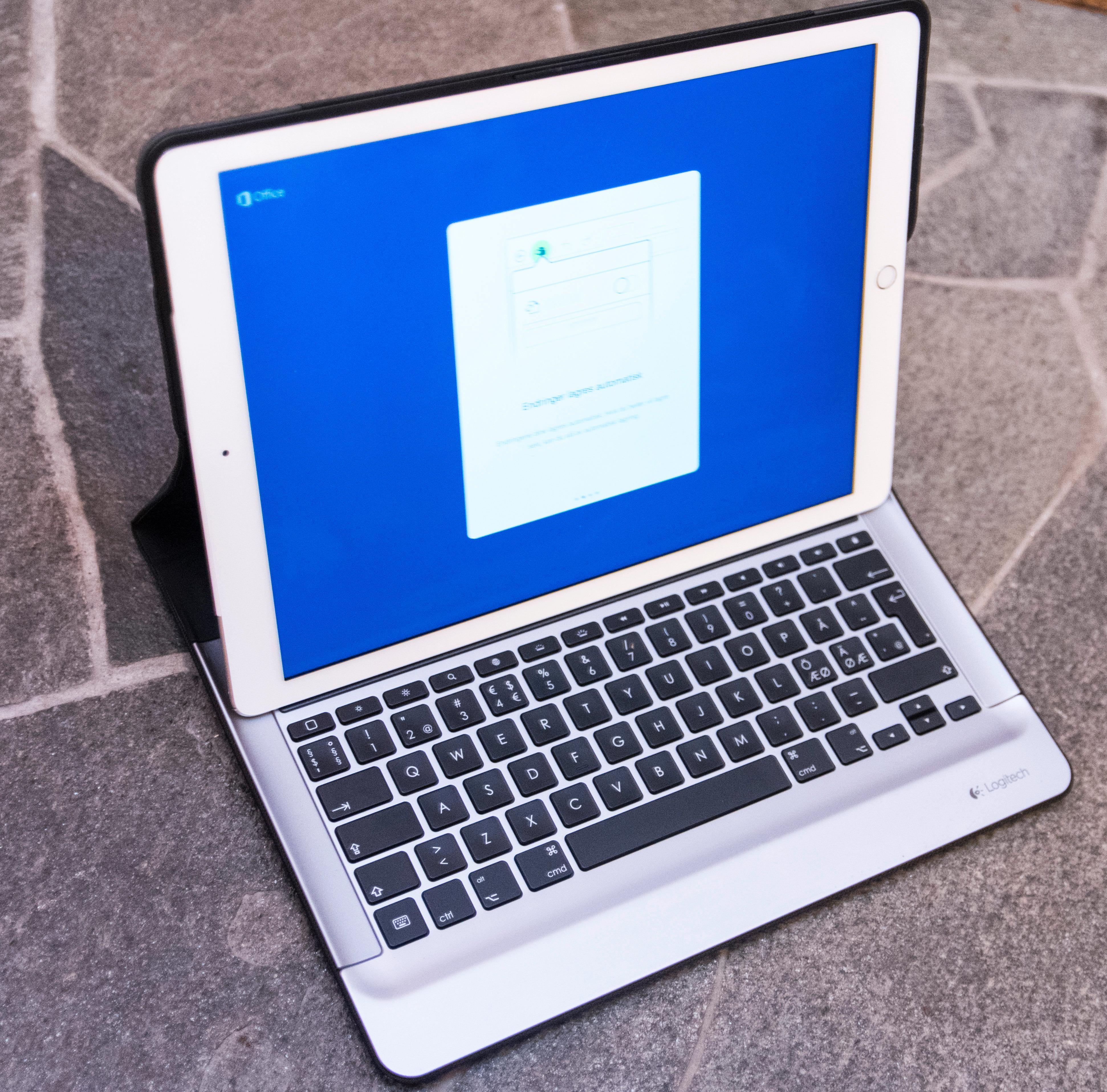 Logitech Create er foreløpig eneste tastaturløsning som likner på Apples egen for iPad Pro. Den er vesentlig tyngre, men herlig å skrive på. Apples tastaturdeksel selges foreløpig ikke utenfor USA. Foto: Finn Jarle Kvalheim, Tek.no