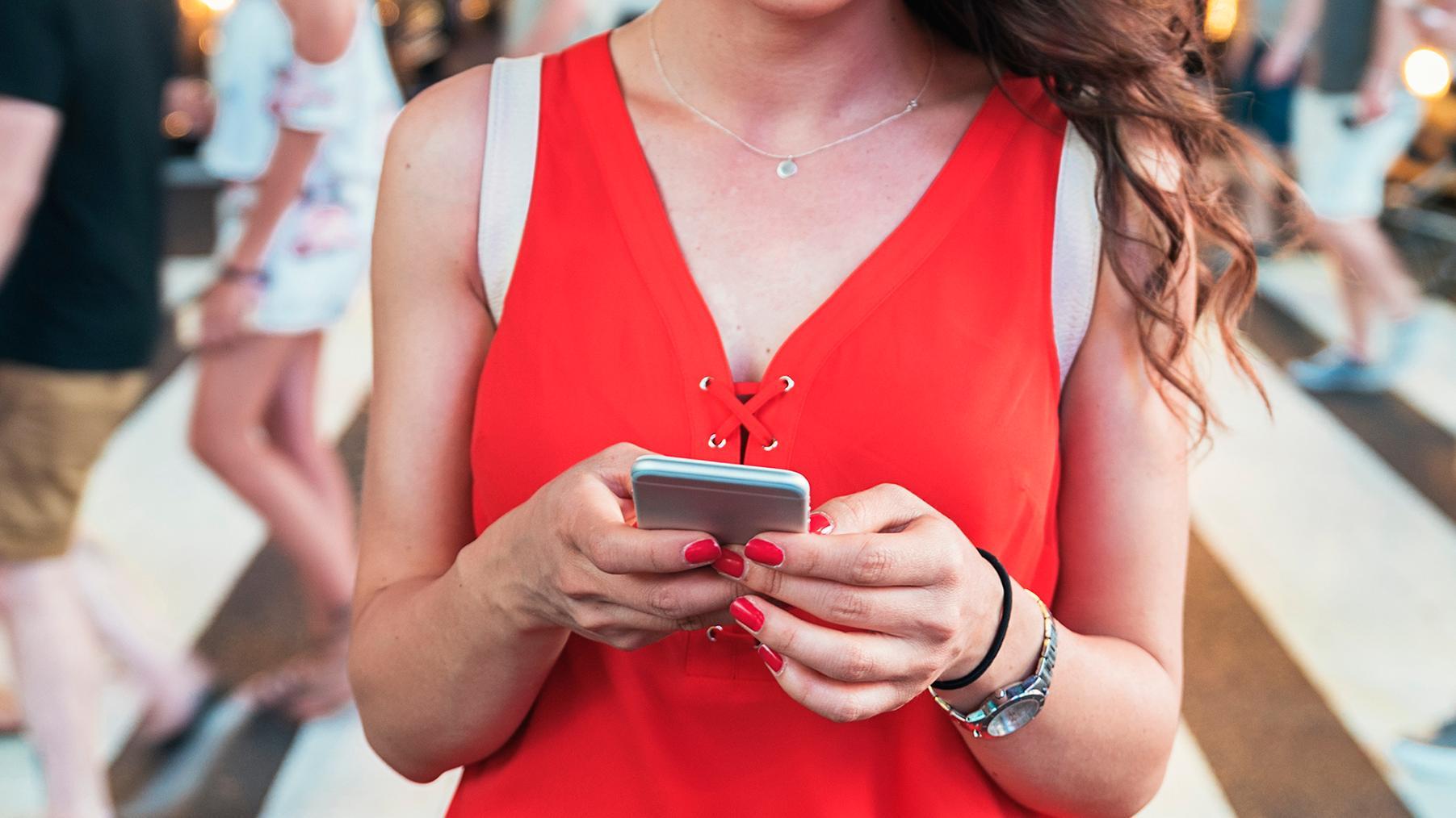 Amerikansk by gjør det forbudt å krysse veien med mobiltelefon