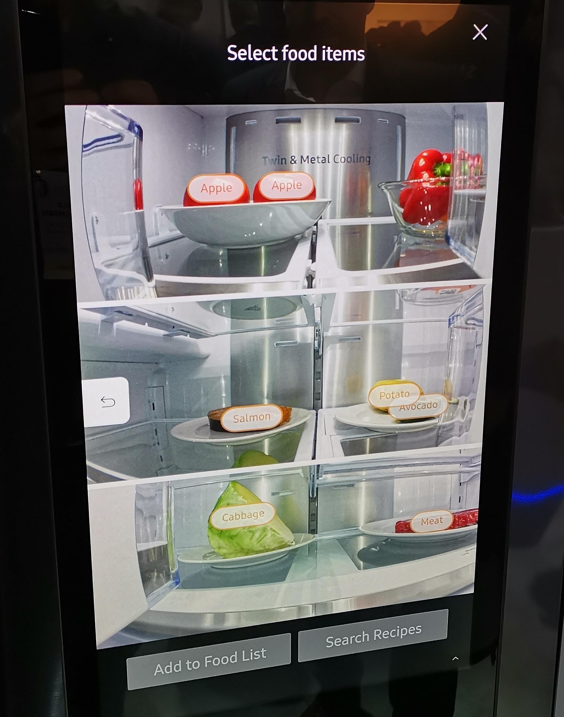 Kjøleskapet kjenner igjen hva du har satt inn av matvarer.