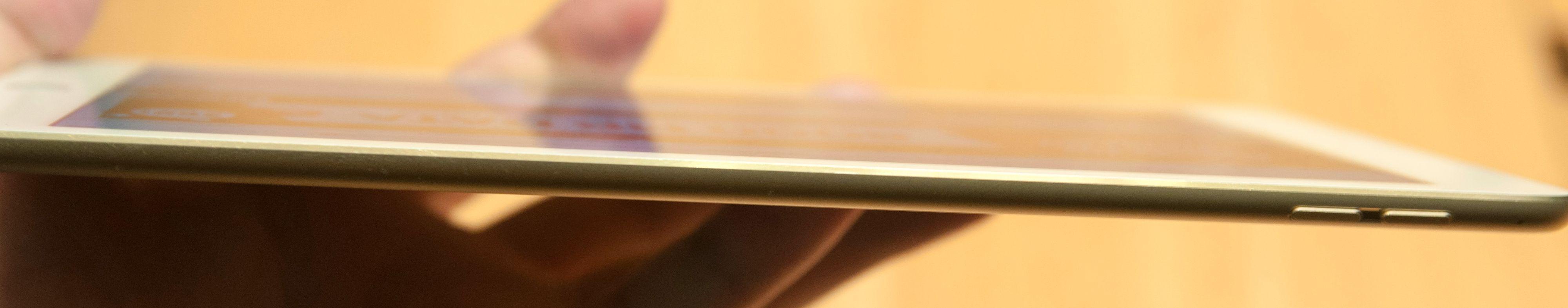 Det nye nettbrettet er så tynt at det knapt er synlig i profil.Foto: Finn Jarle Kvalheim, Tek.no