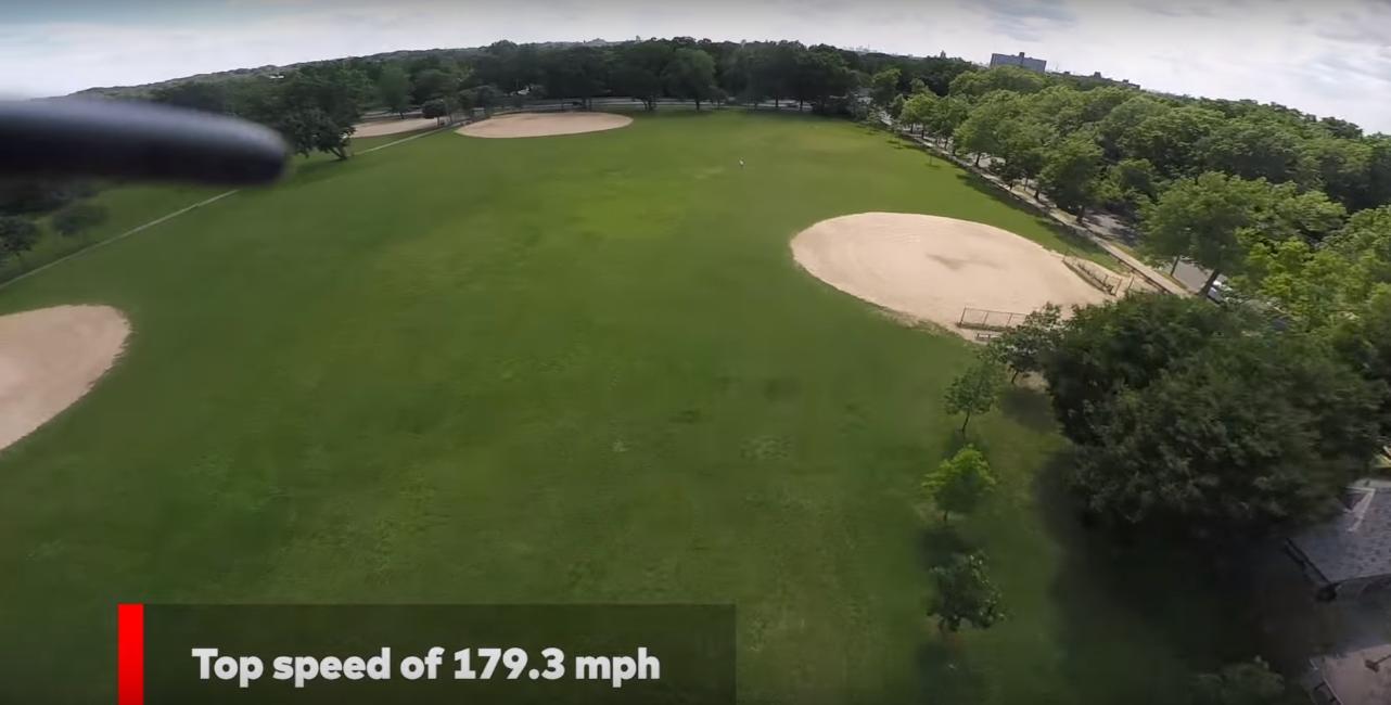 Her er dronen i ferd med å sette Guiness-rekorden, fra dronens eget perspektiv.