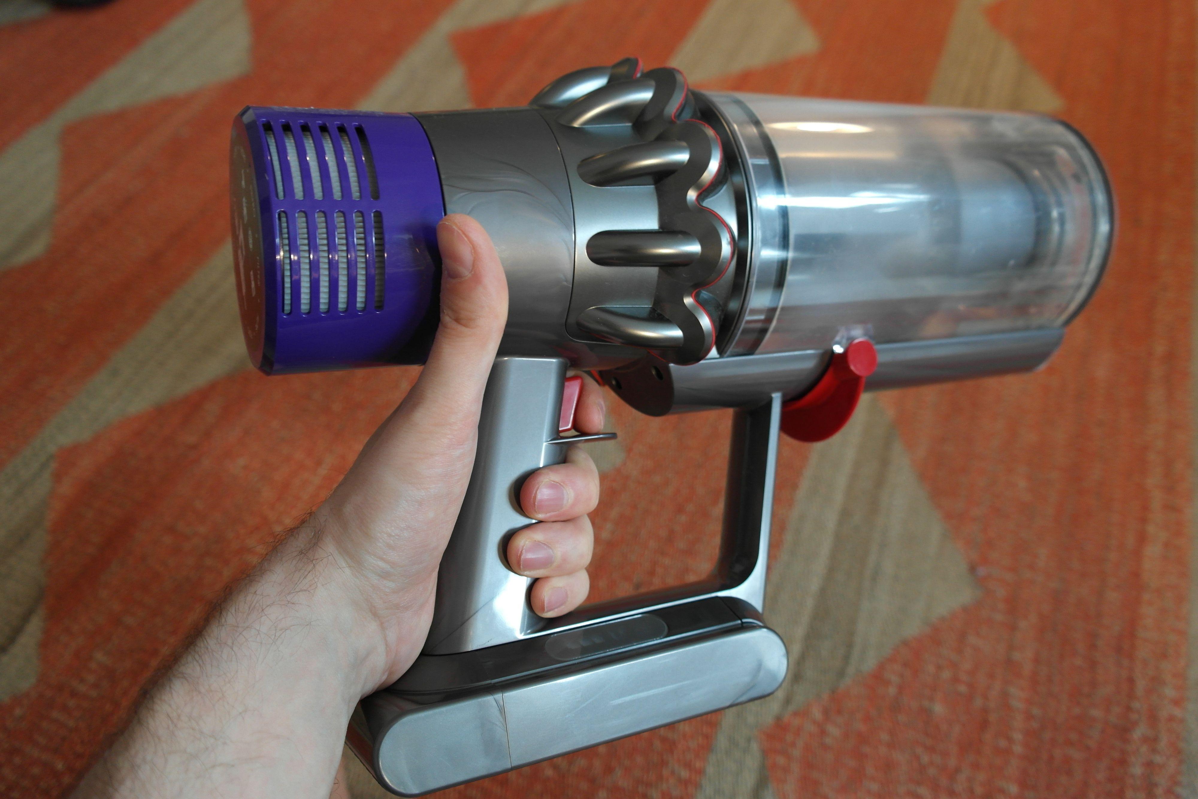 Dyson-støvsugerne er gode, men har også en del irritasjonsmomenter - blant annet at man er nødt til å holde inne knappen for å støvsuge.