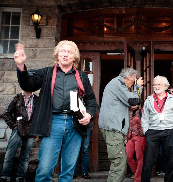 Morten forteller mens Johan fotograferer Bruce Barnbaum i bakgrunnen