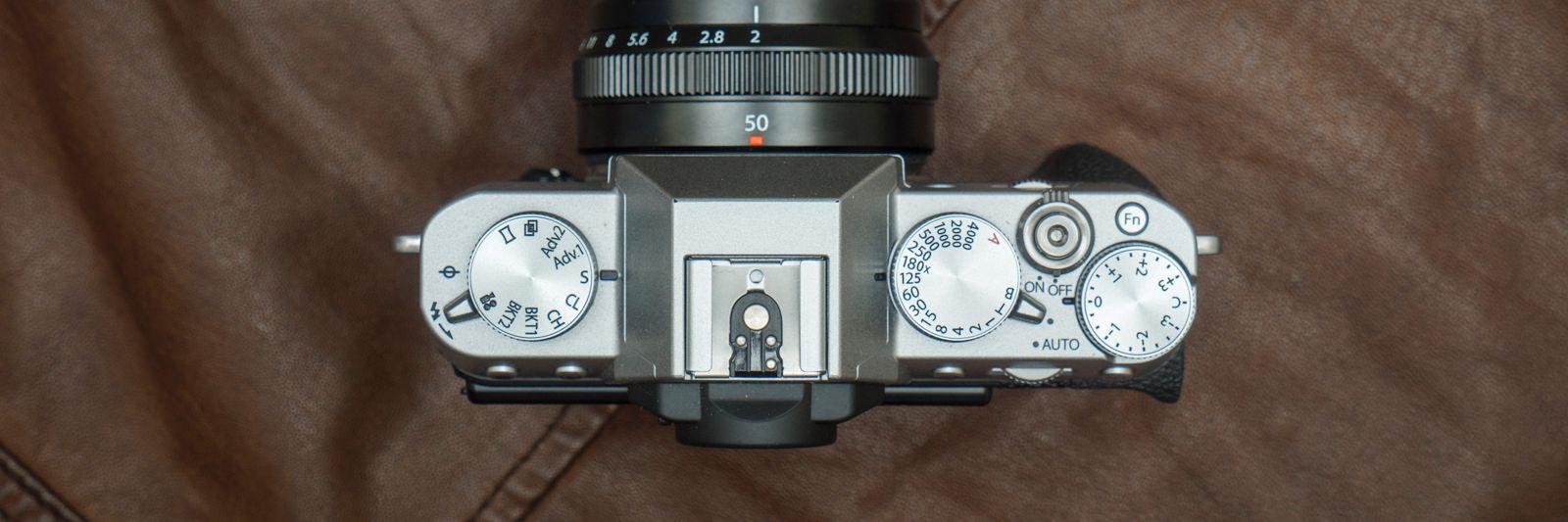 Fujifilm kjører som vanlig på med gjennomført retrobetjening, noe vi liker - det gir en hvis «godfølelse», av å være tettere på fotoprosessen og skapelsen av bildet. Men det er nok litt subjektivt, og passer selvsagt ikke for alle. Bilde: Kristoffer Møllevik