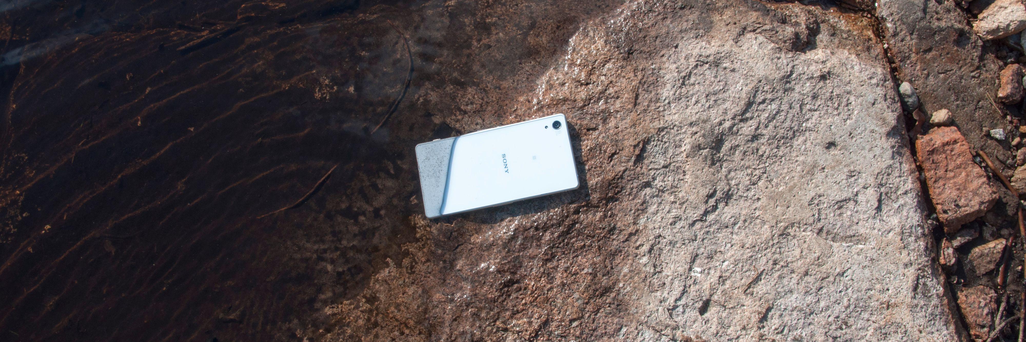 Som vanlig er dette en vanntett telefon.Foto: Finn Jarle Kvalheim, Amobil.no