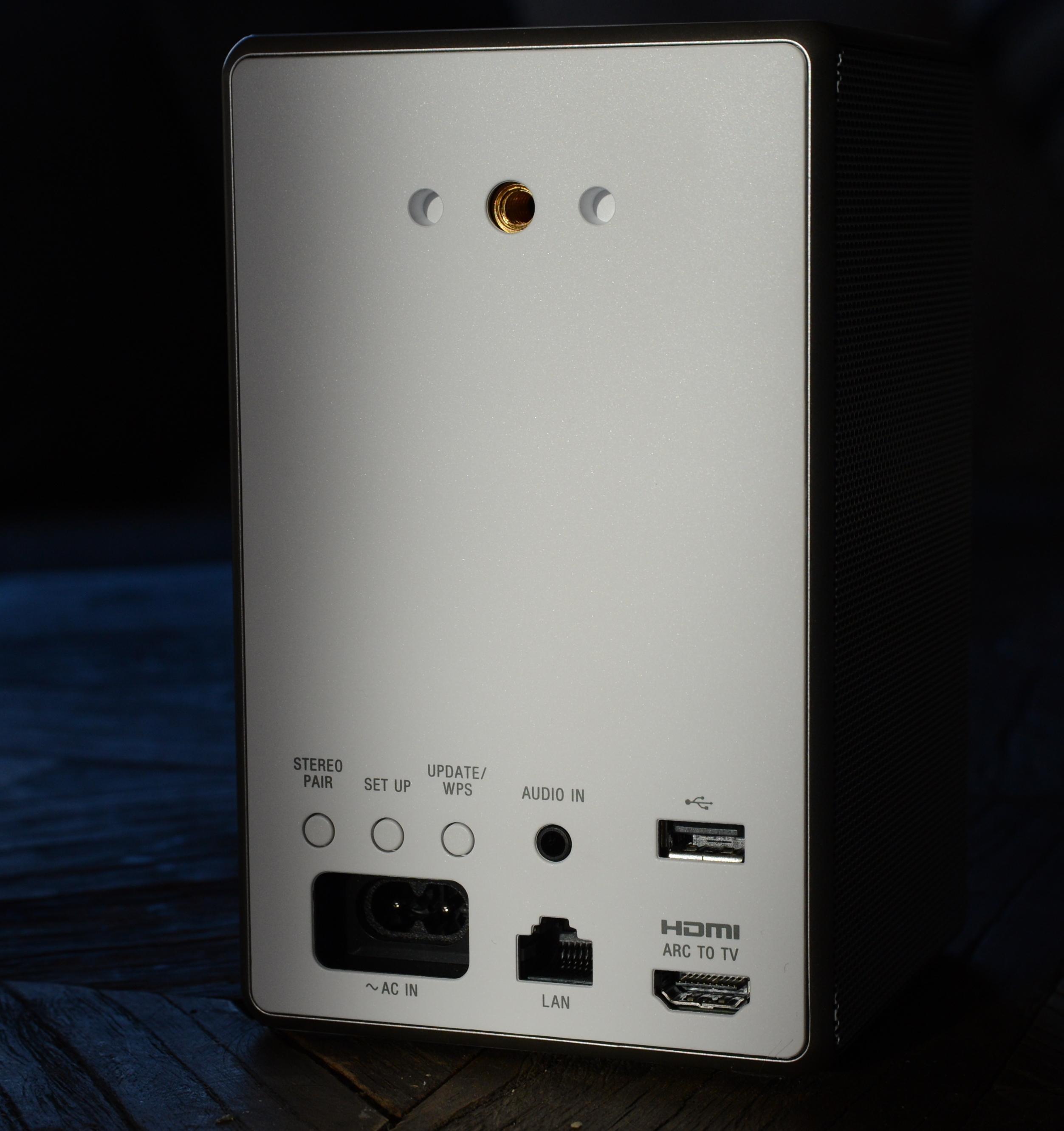 Her ser du tilkoblingene bak på ZR5.