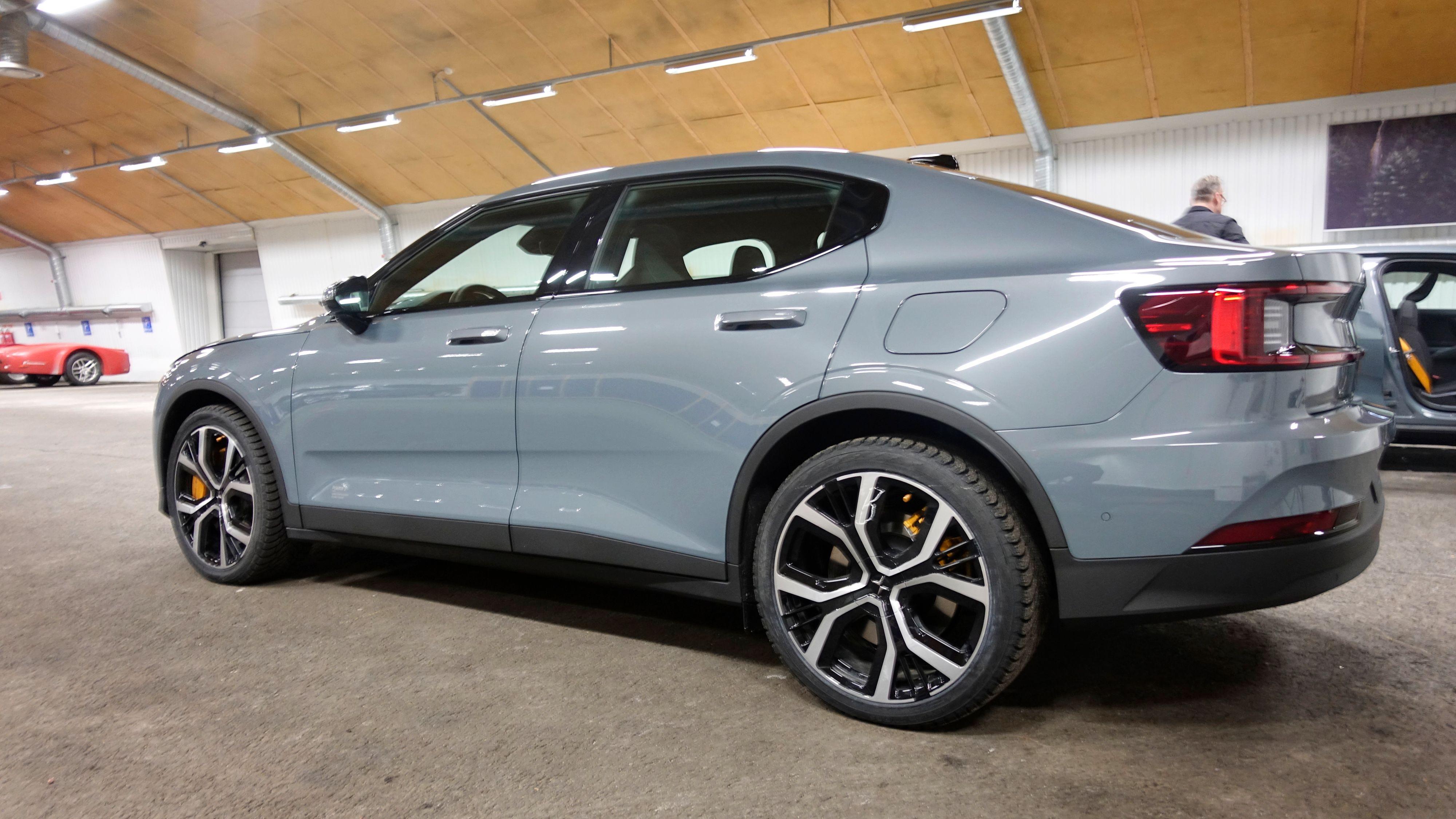 Polestar 2 er den andre egne bilen fra Volvo-eide Polestar, og den første elbilen. Norske kunder har tilsynelatende gått mann av huse for å sikre seg en.