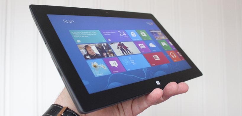 Surface Pro blir i lengden litt tung å holde på.Foto: Espen Irwing Swang, Amobil.no