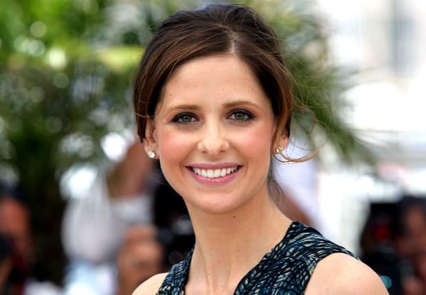"Sarah Michelle Gellar, som mange sikkert forbinder med Buffy, forsvarer nå sin nyeste film, ""Southland Tales""."