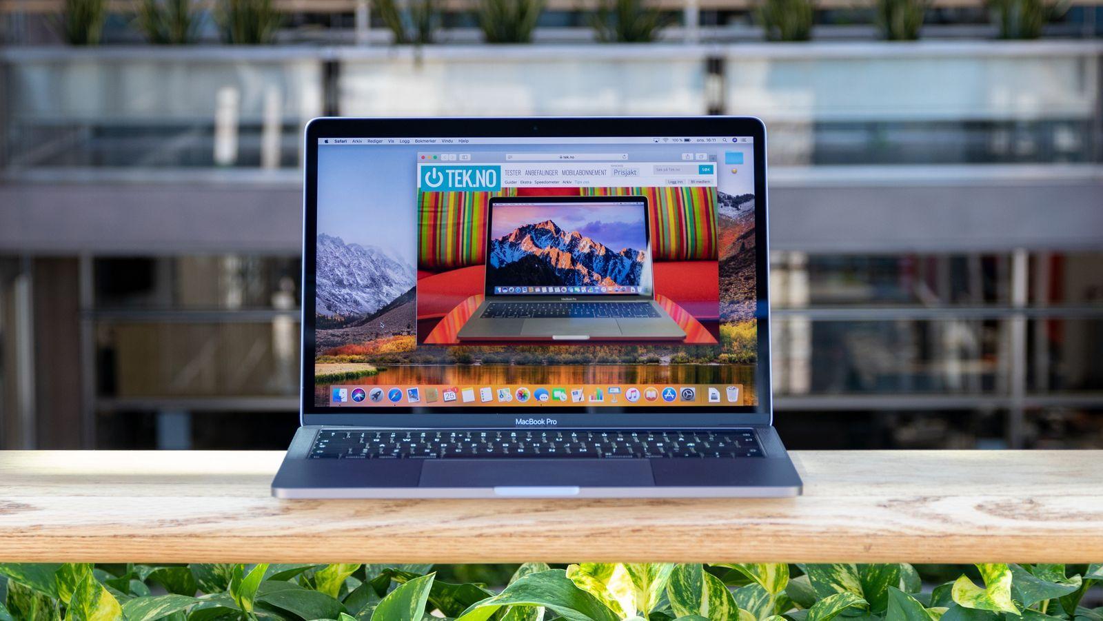 MacBook Pro 13 (2019-modellen avbildet)