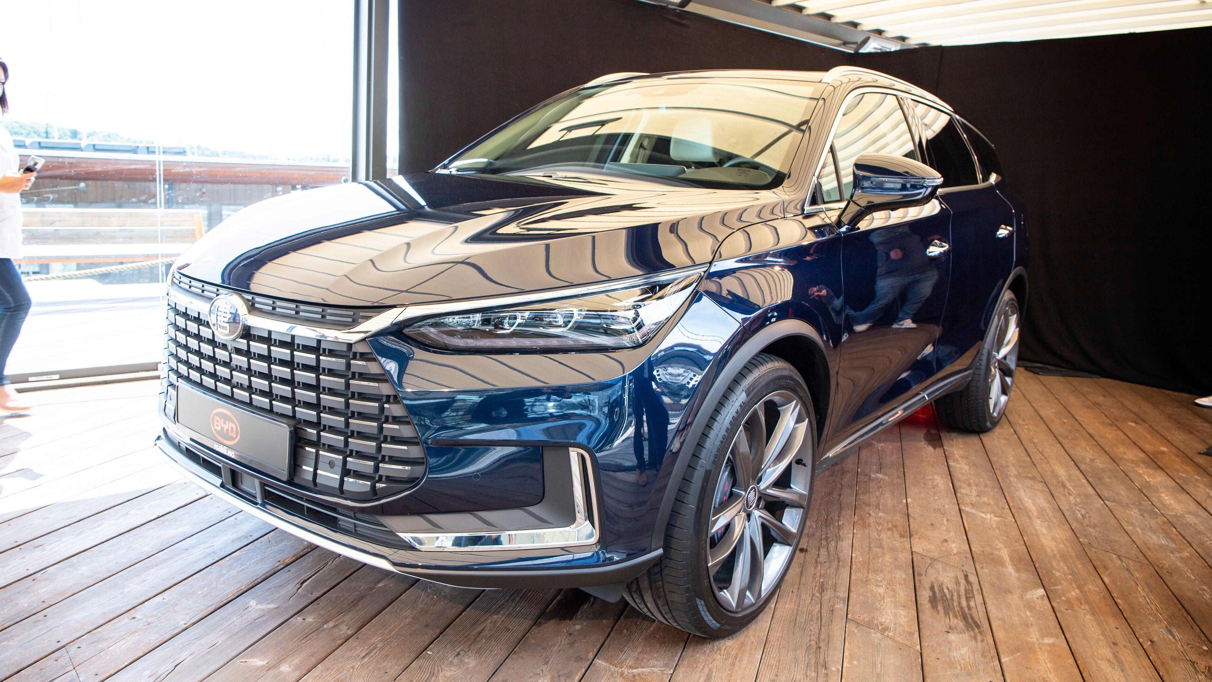 Tang blir den første elbilen ut fra kinesiske BYD i Norge. Den er en stor SUV med lang rekkevidde og masse plass.