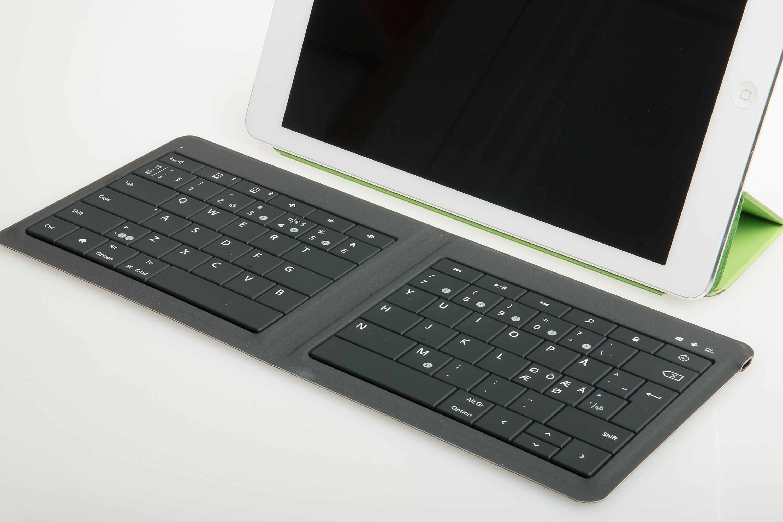 Tastaturet fungerer veldig bra når du bruker det på en bordflate, men egner seg ikke for deg som liker å ha tastaturet i fanget. Foto: Kurt Lekanger, Tek.no