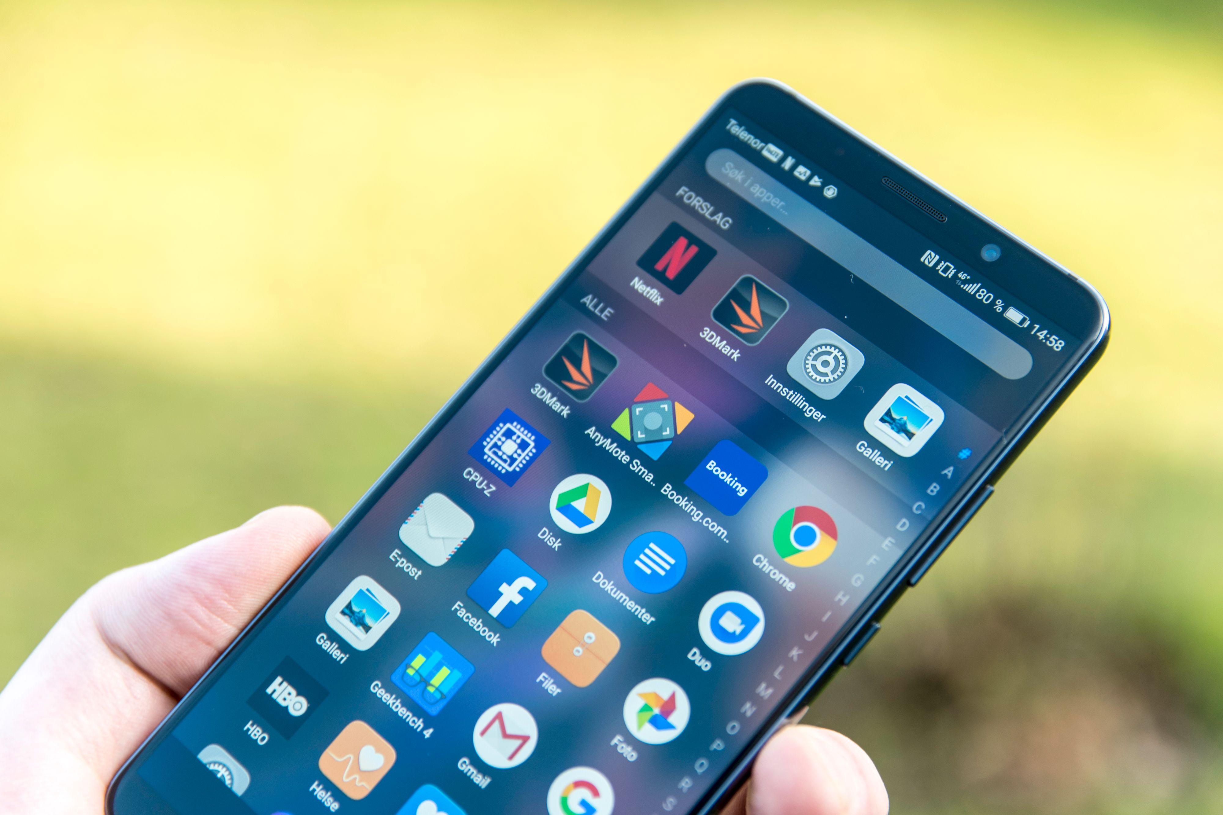 Også Huawei har vært forholdsvis kjappe med nye modeller på ny plattform. Mate 10 Pro dukket opp en måned etter XZ1. Men Mate 10 Lite kjører fortsatt Android 7. Bilde: Finn Jarle Kvalheim, Tek.no