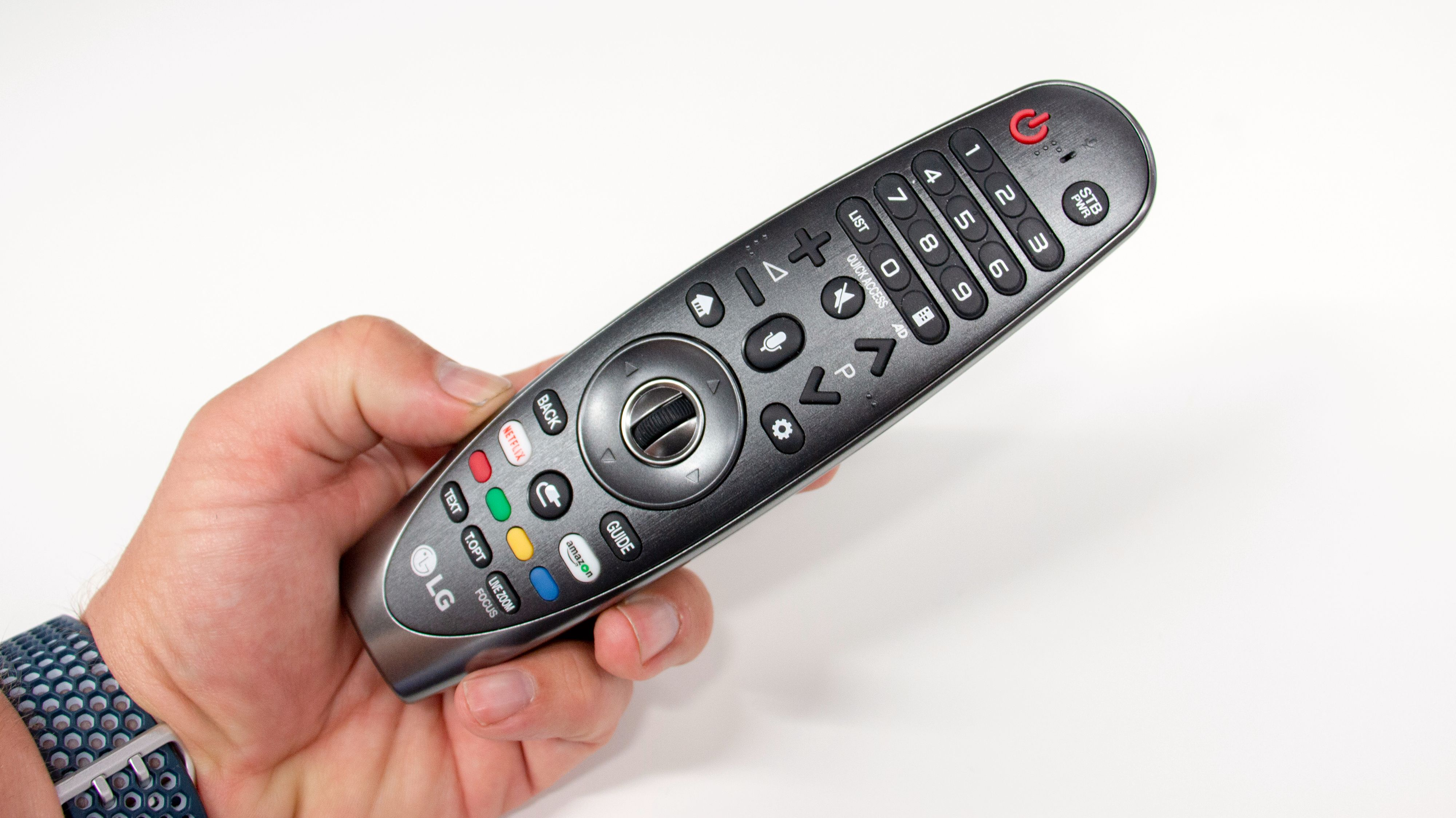 Fjernkontrollen er ikke nødvendigvis den tøffeste å se på, men pekefunksjonen gir deg god brukeropplevelse.