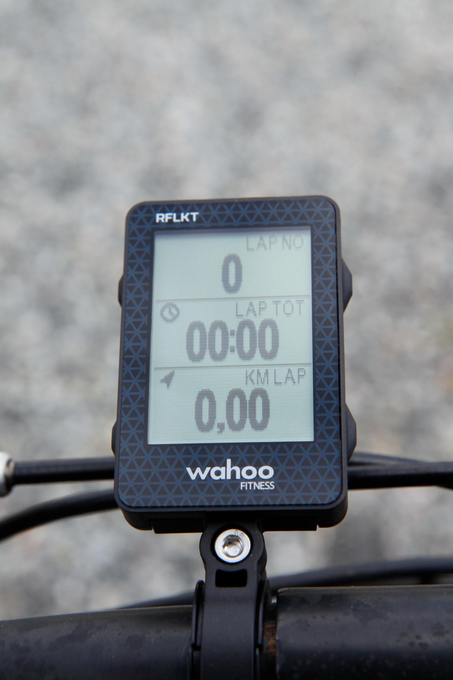 Wahoo RFLKT har knapper på siden som lar deg raskt endre hvilken informasjon som skal vises på skjermen. Foto: Kurt Lekanger, Amobil.no
